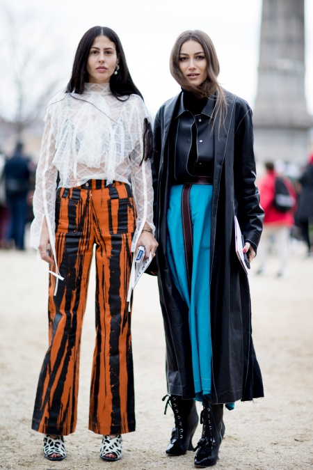 fbd9063937fe Street Style from Paris Fashion Week Fall Winter 2017 - Savoir Flair