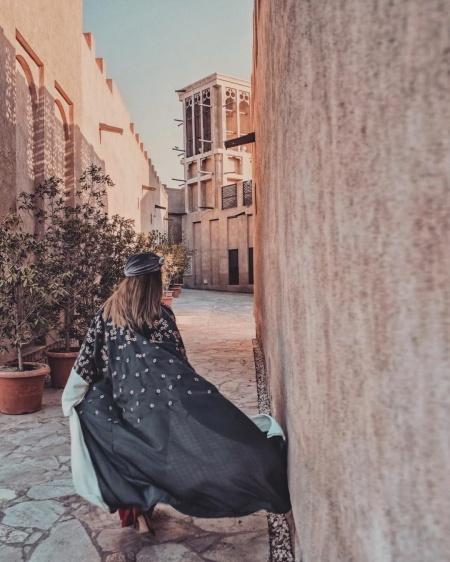 Girl Kaftan Old Dubai Alley Thelookbureau