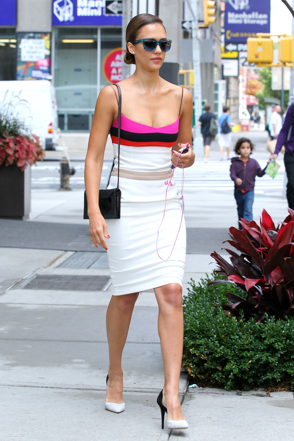 Celebrities Wearing Bright Colors Savoir Flair