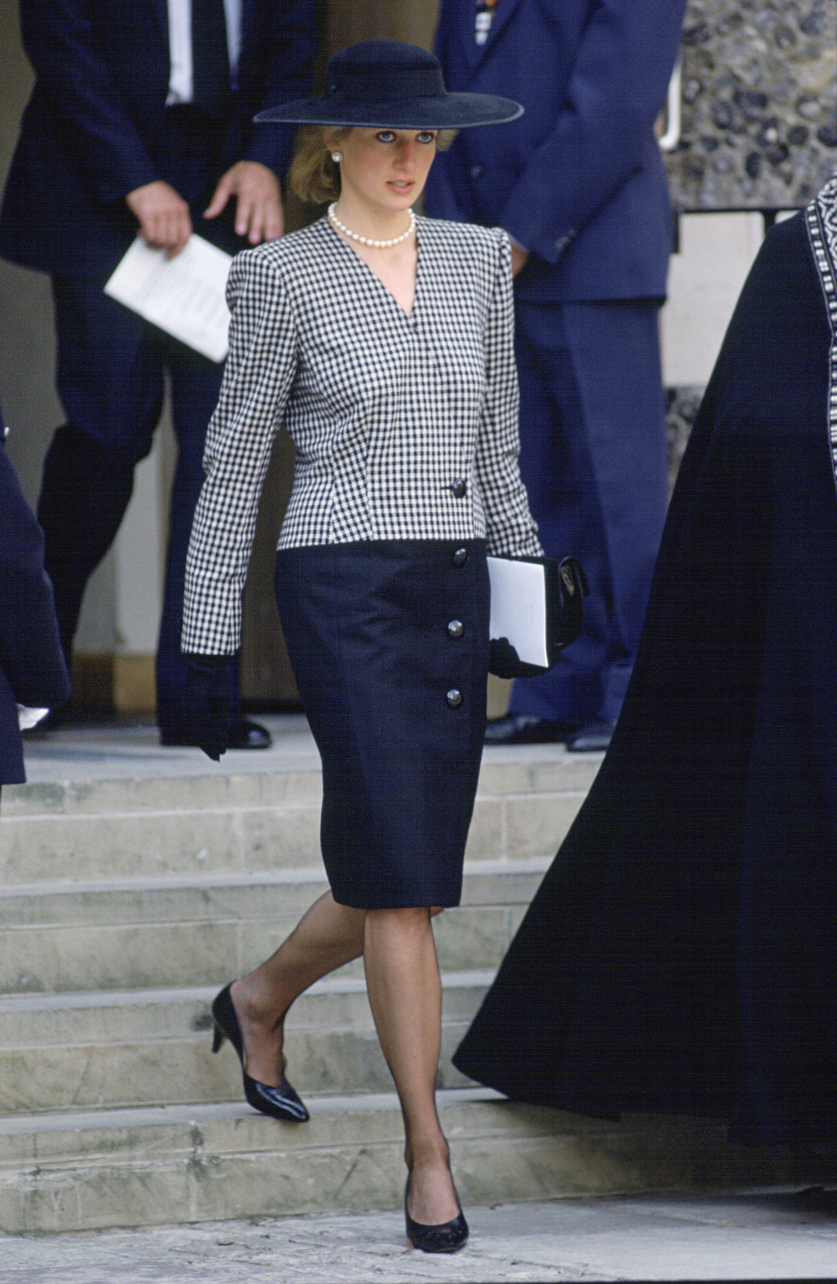 princess diana s most iconic fashion moments princess diana s most iconic fashion