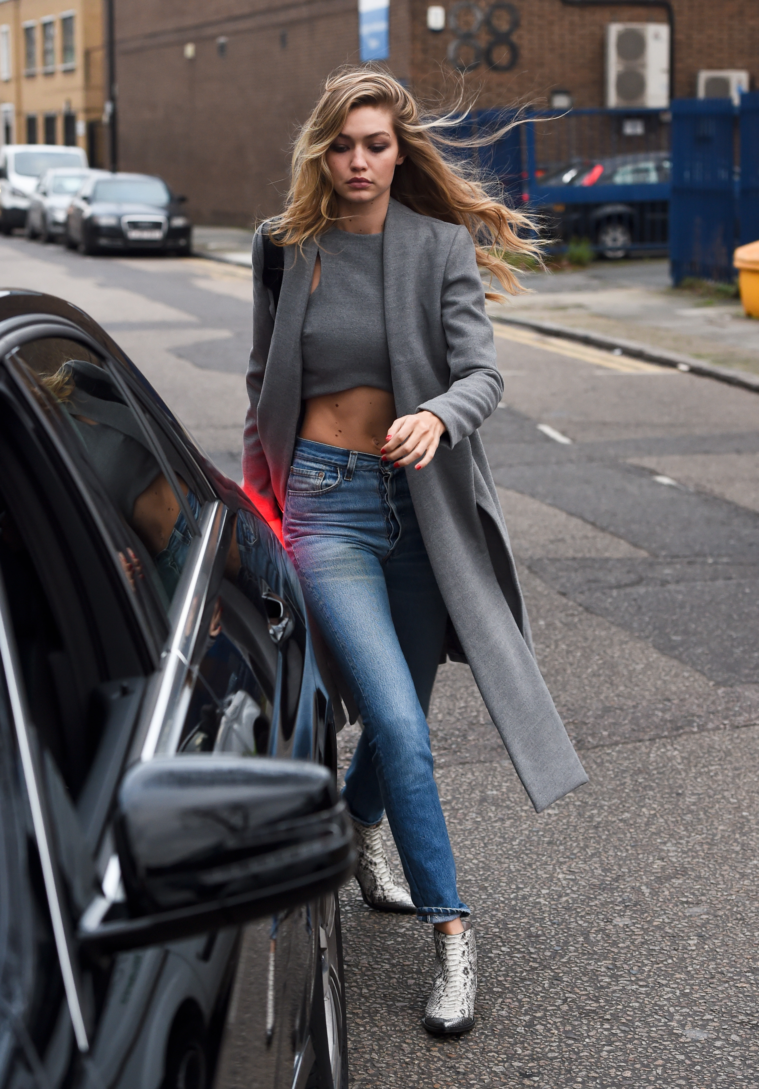6 Weekend Outfit Ideas Inspired By Gigi Hadid Savoir Flair