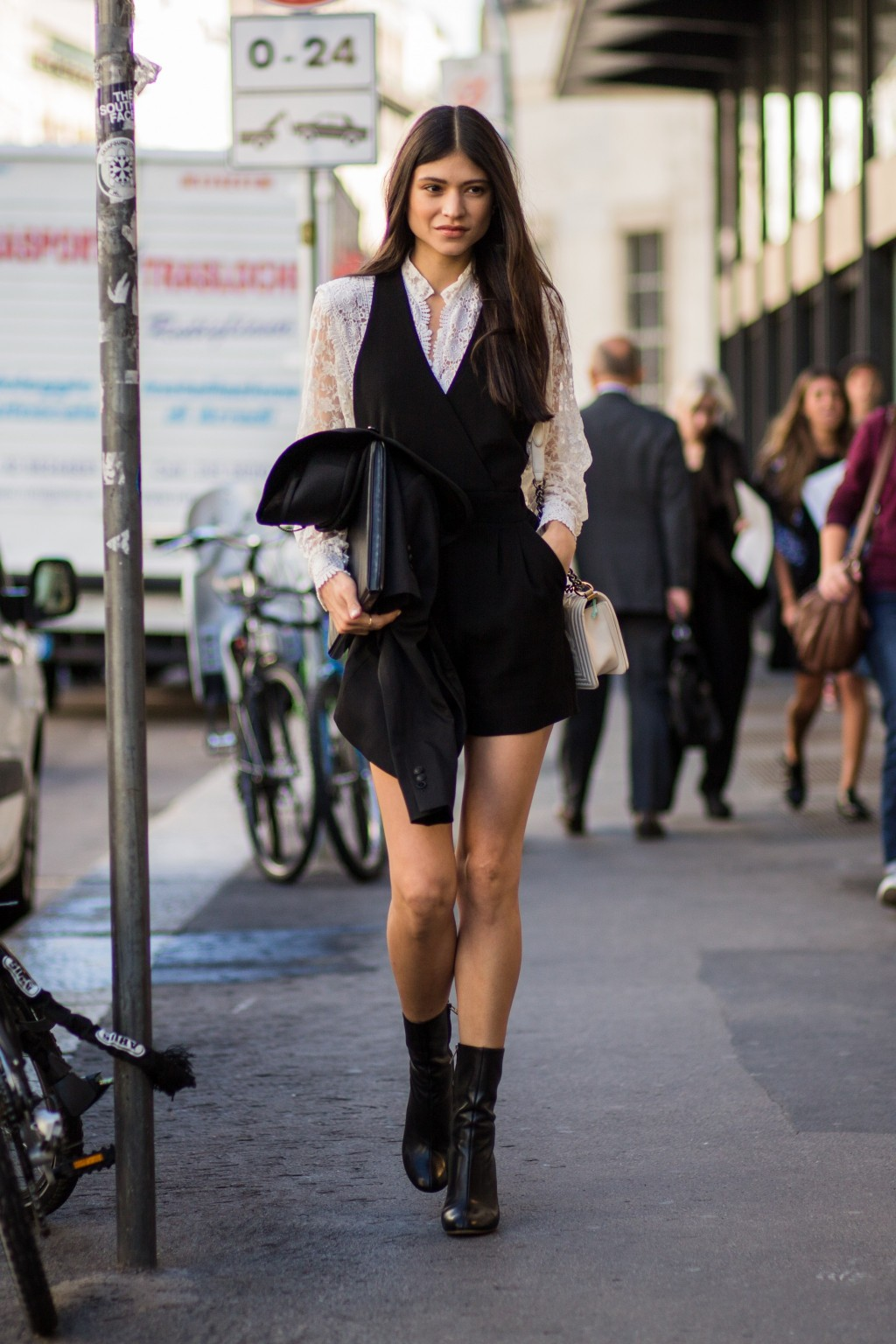 How Fashion Girls Wear Their Mini Dresses During The Day