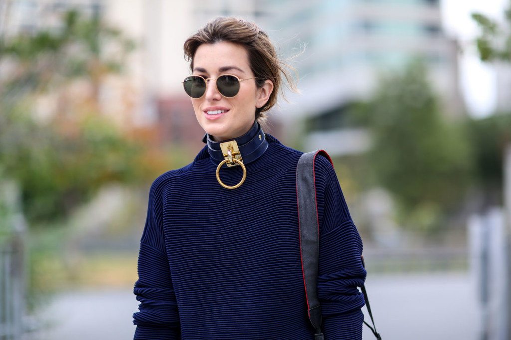 5 Winning Turtleneck Top and Necklace Pairings