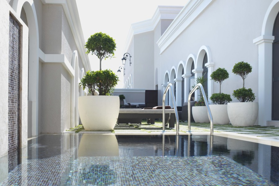 Ritz-Carlton Abu Dhabi ESPA Outdoor pool area