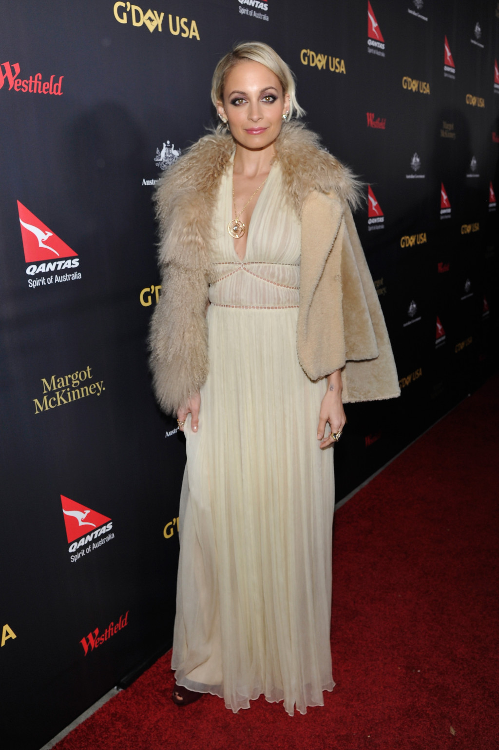 Nicole Richie in a beige Alberta Ferretti gown at the G'Day USA 2016 Black Tie Gala