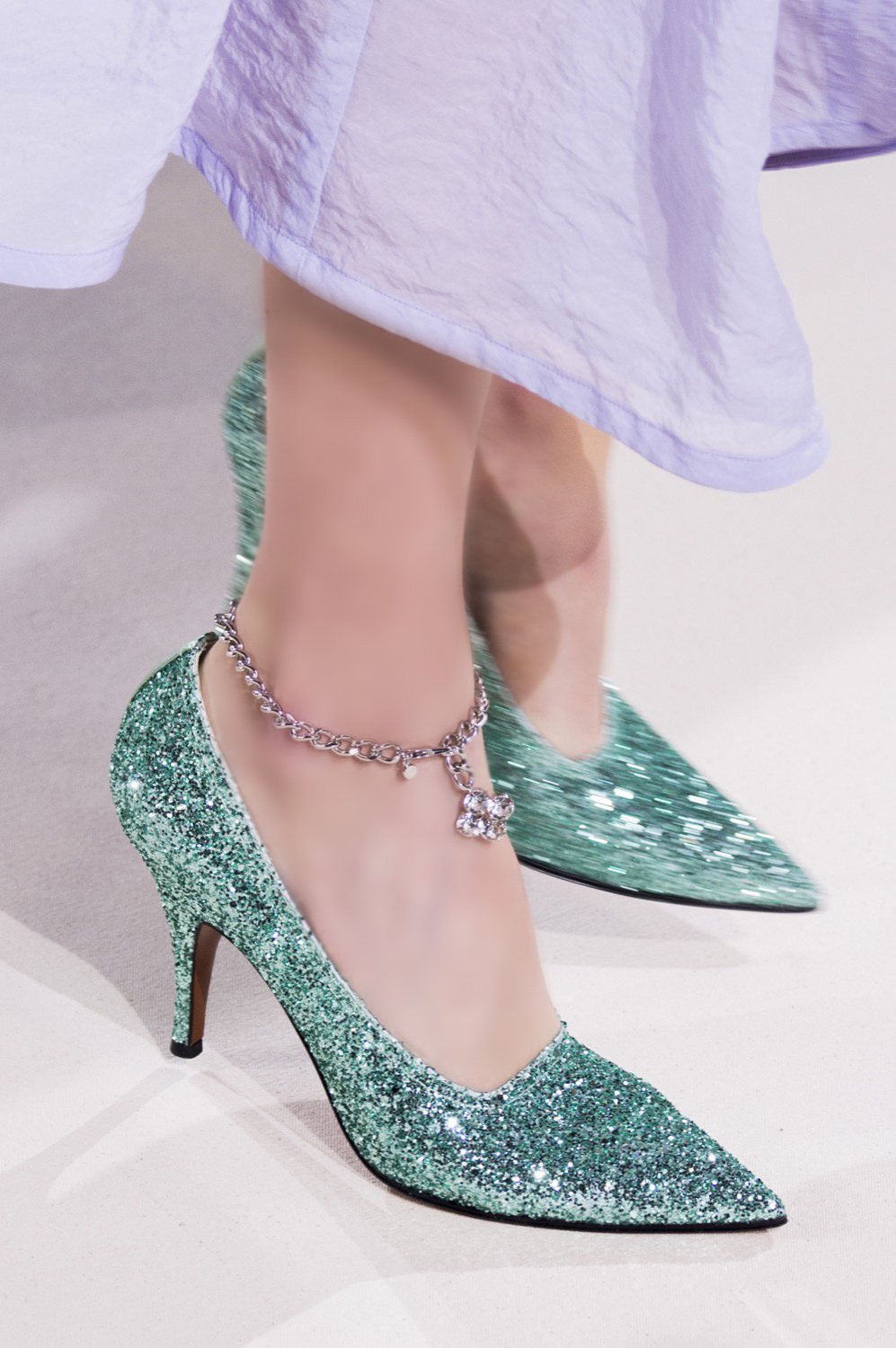 Noughties Trend Alert: The Spring 2018 Runways Say Anklets Are Back