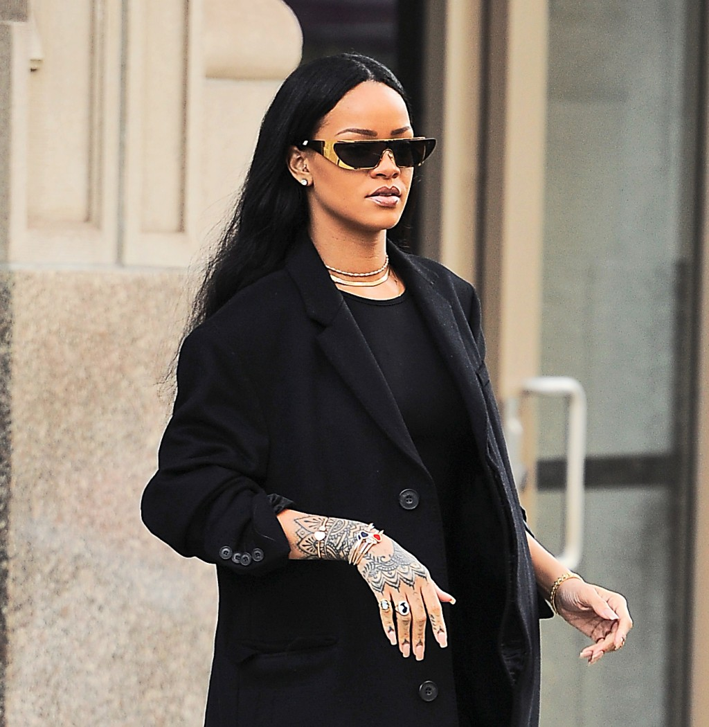 A Lesson in Cool Accessorizing Courtesy of Rihanna
