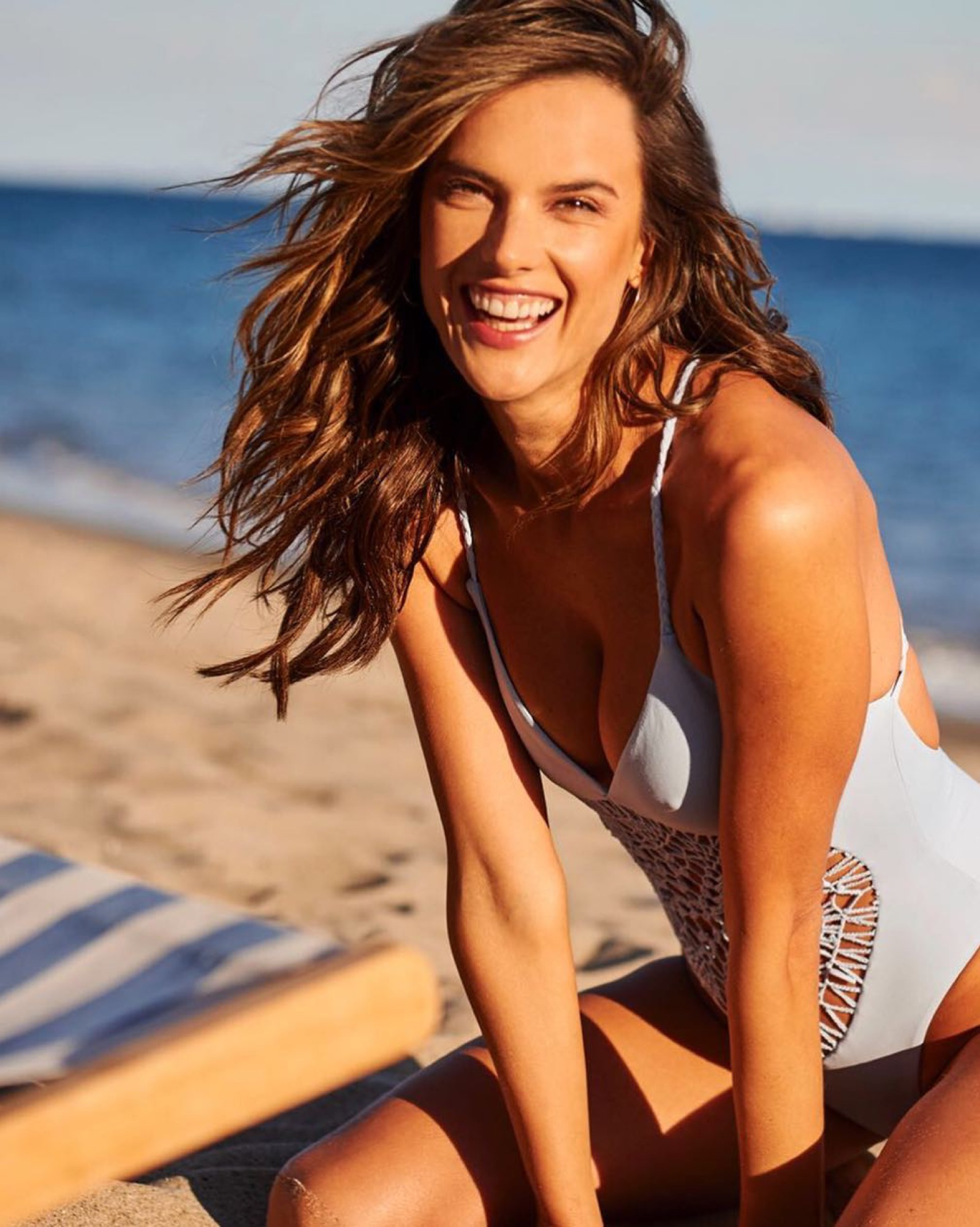 beach bag beauty products alessandra ambrosio