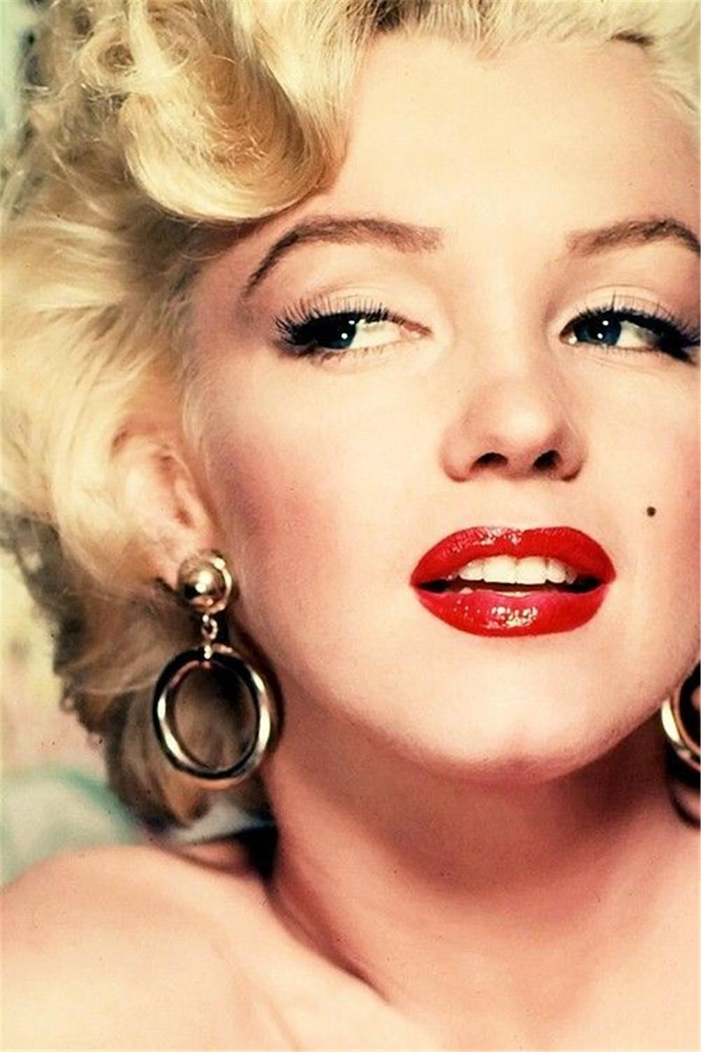 How to Cop Marilyn's Style - for Those Who Like It Hot