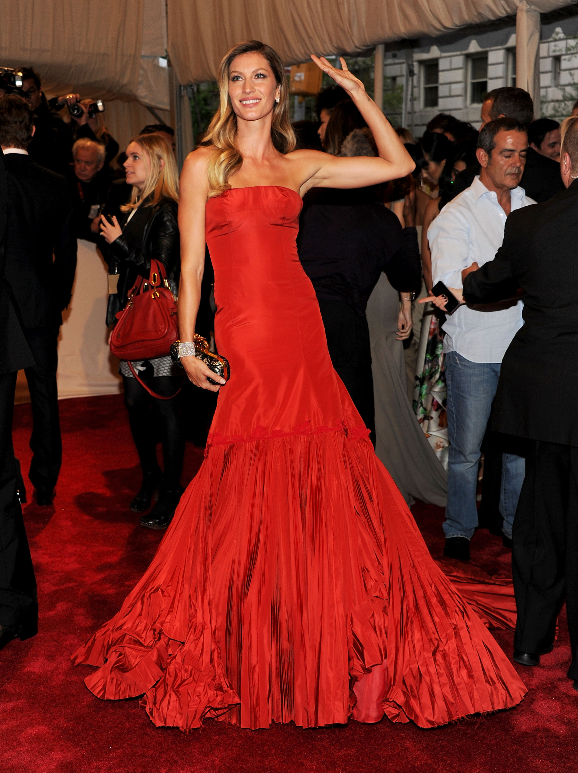 "Gisele Bundchen at ""Alexander McQueen: Savage Beauty"" Costume Institute Gala At The Metropolitan Museum Of Art - Arrivals"