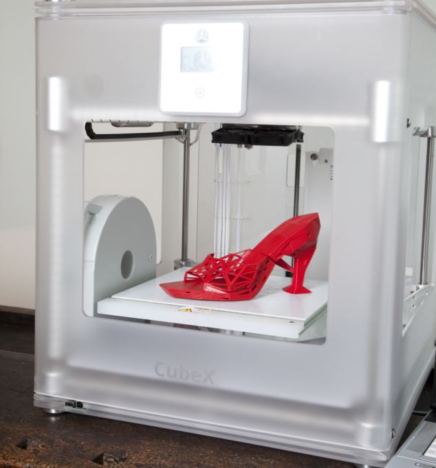 Imakr 3D Shoes in the Machine and on the computer