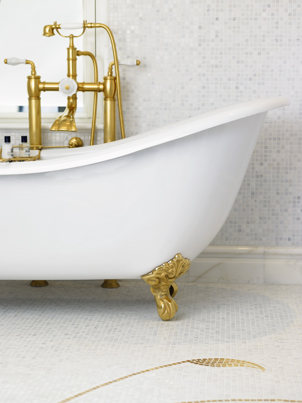Clawed Bathtub Plaza Suite