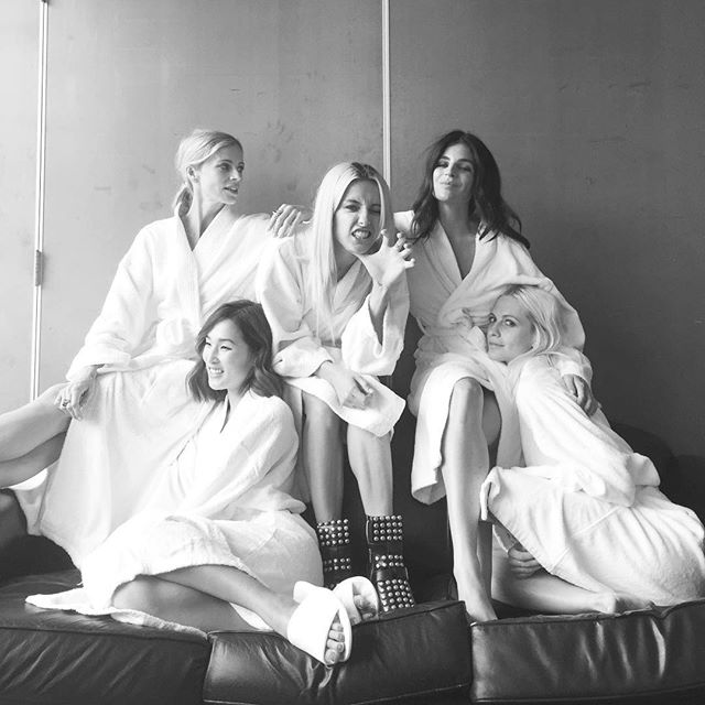 Poppy-Delevingne-bathrobe-friends