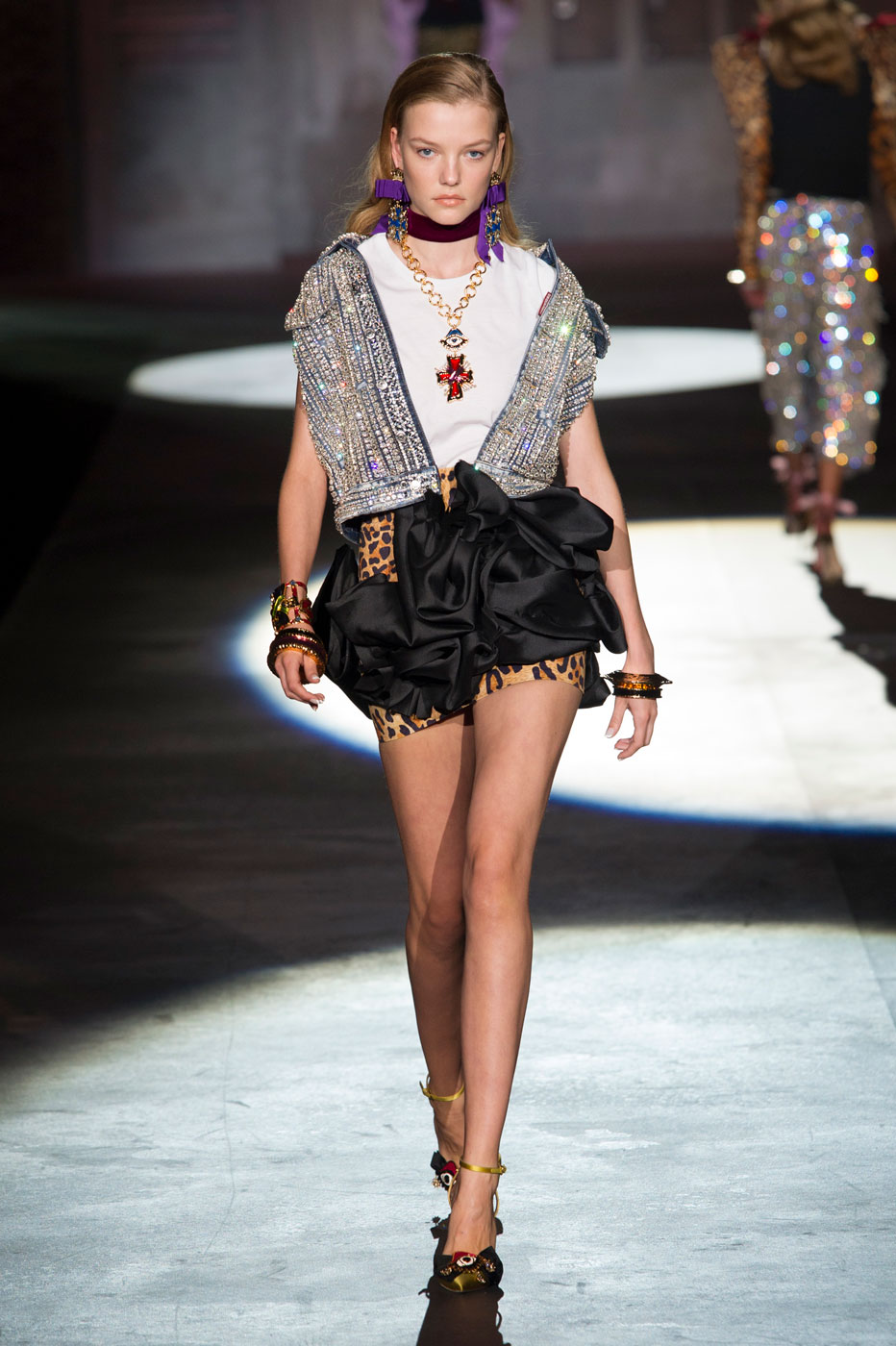 To acquire Spring dsquared2 picture trends