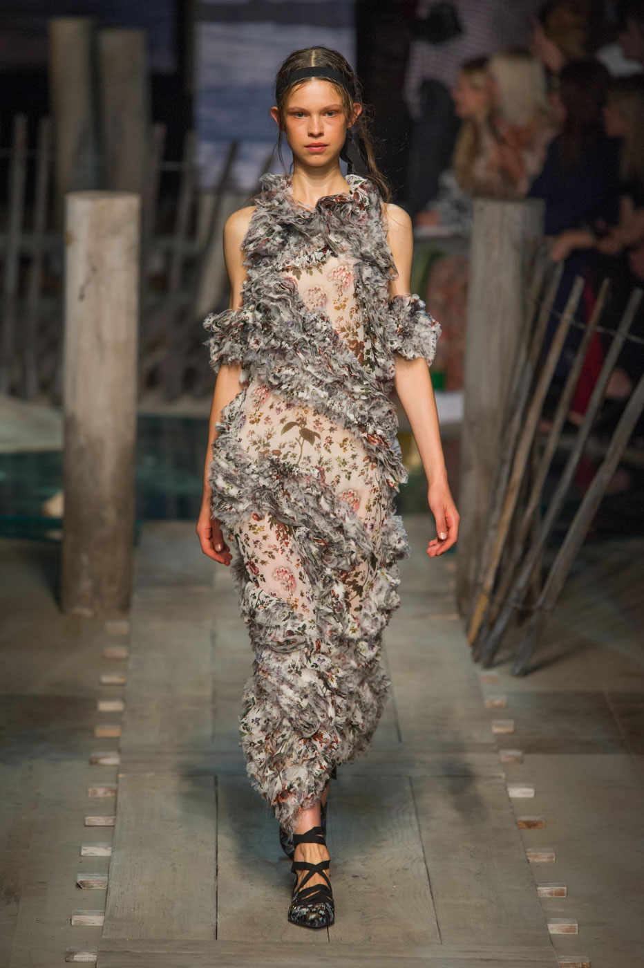 Erdem Spring/Summer 2017 Pays Tribute to a Shipwrecked Spy