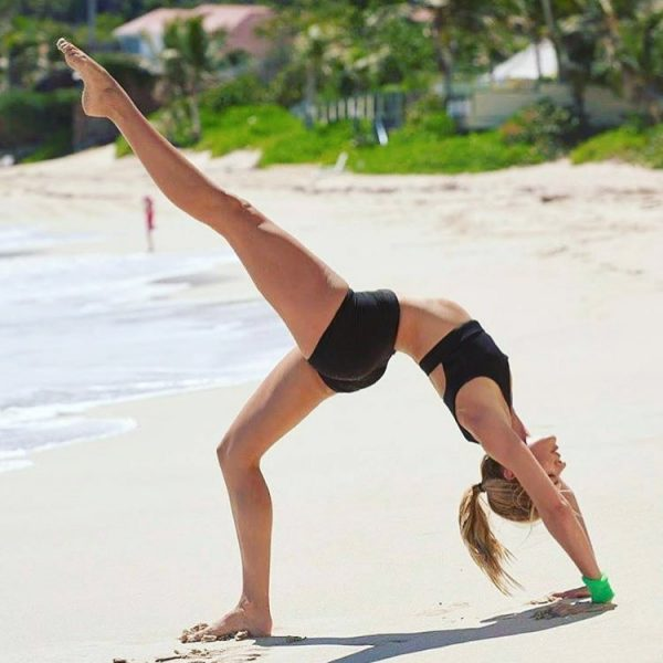 candice-swanepoel-exercise-secrets-yoga