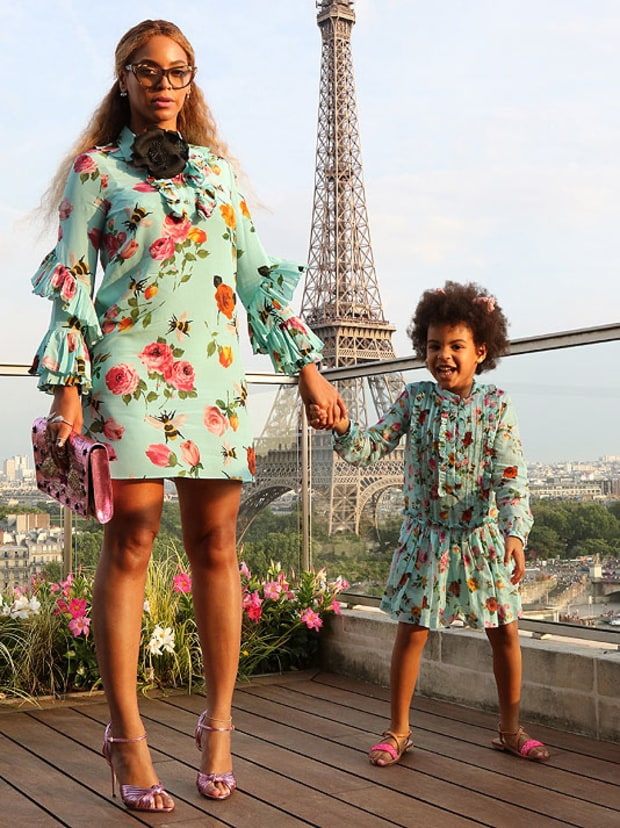 beyonce-and-blue-ivy-in-matching-rose-print-dresses
