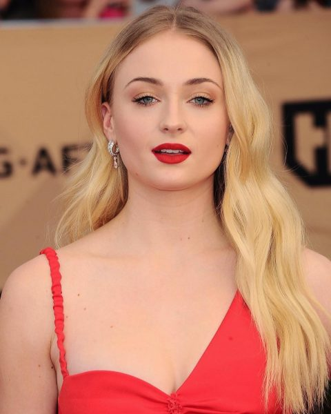 Sophie Turner beauty makeup