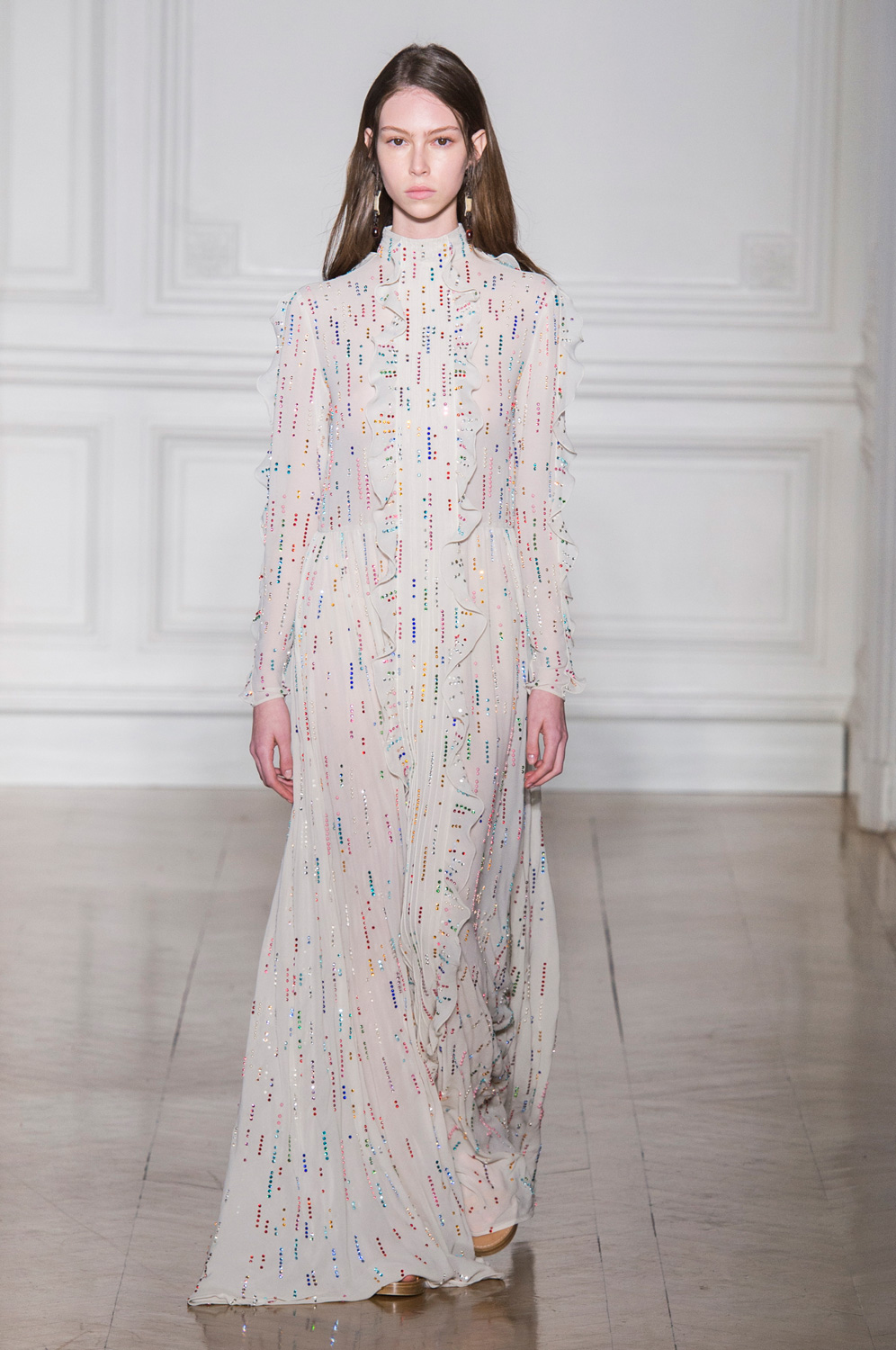 An Elegant Case for the Column Gown at Valentino Spring 2017 Couture
