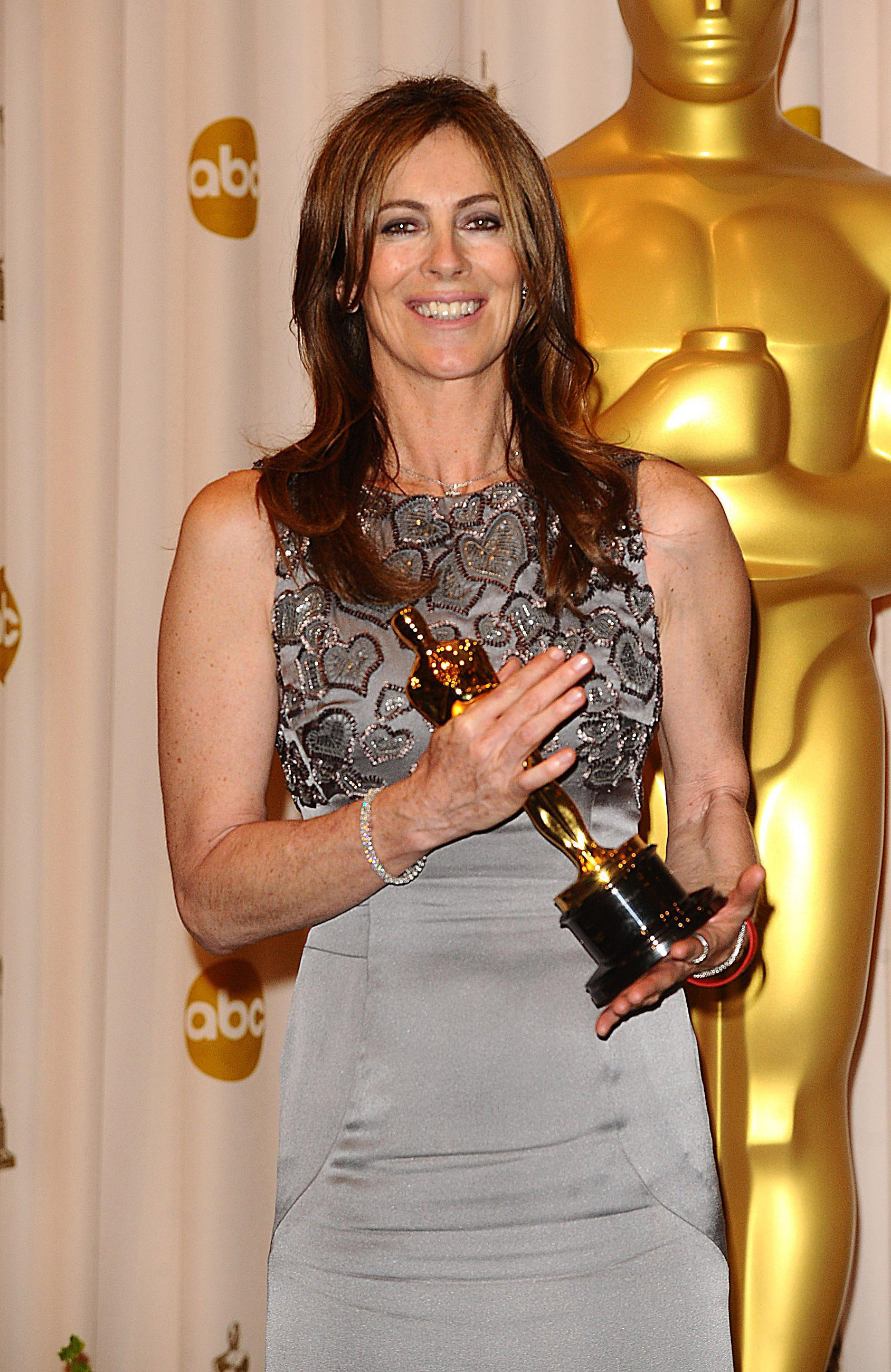 Kathryn Bigelow with her award for Achievement in Directing for The Hurt Locker at the 82nd Academy Awards at the Kodak Theatre, Los Angeles. PRESS ASSOCIATION Photo. Picture date: Sunday March 7, 2010. See PA story SHOWBIZ Oscars. Photo credit should read: Ian West/PA Wire