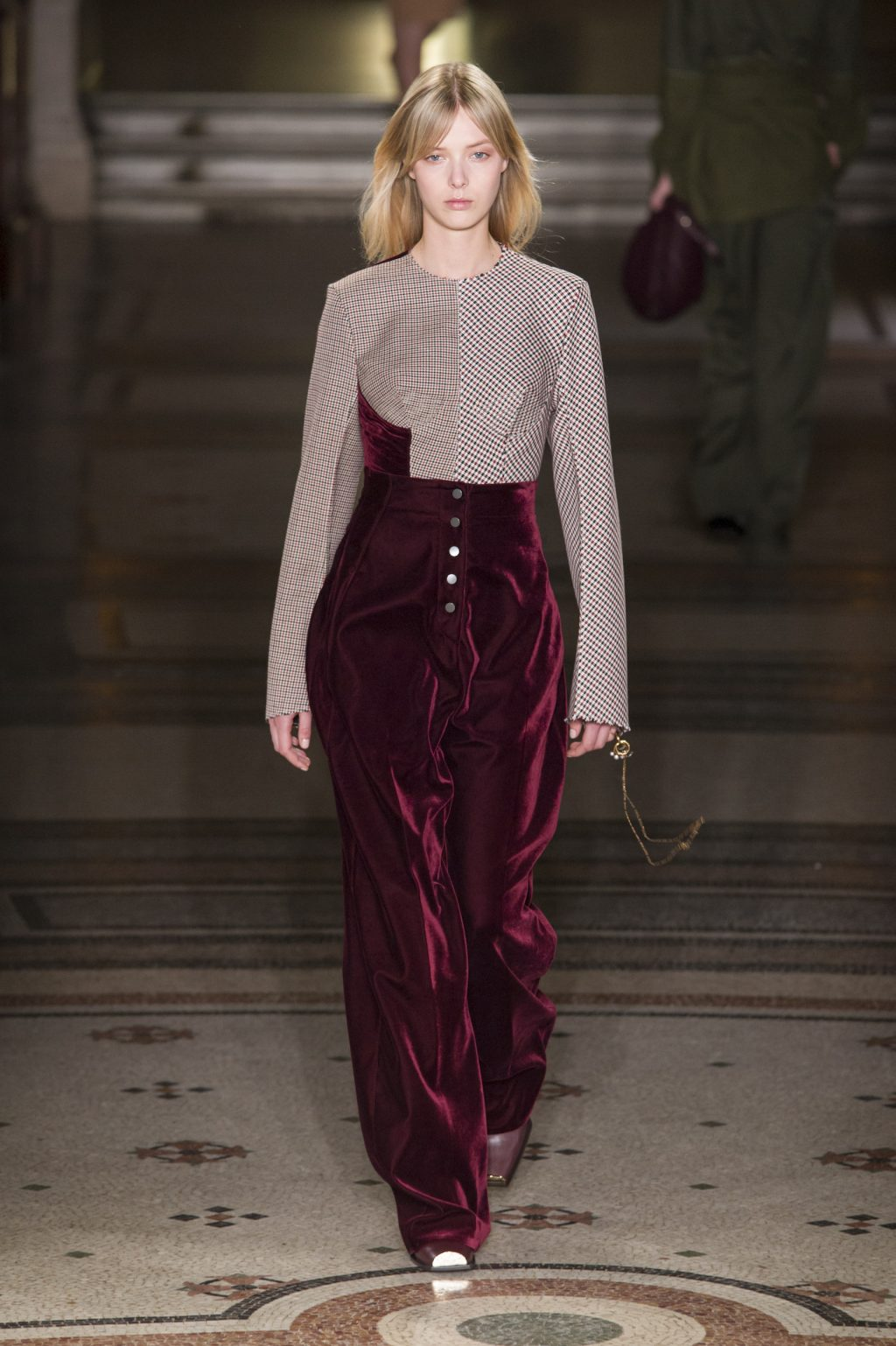 Stella McCartney's Faux Stance Broadens for Fall/Winter 2017
