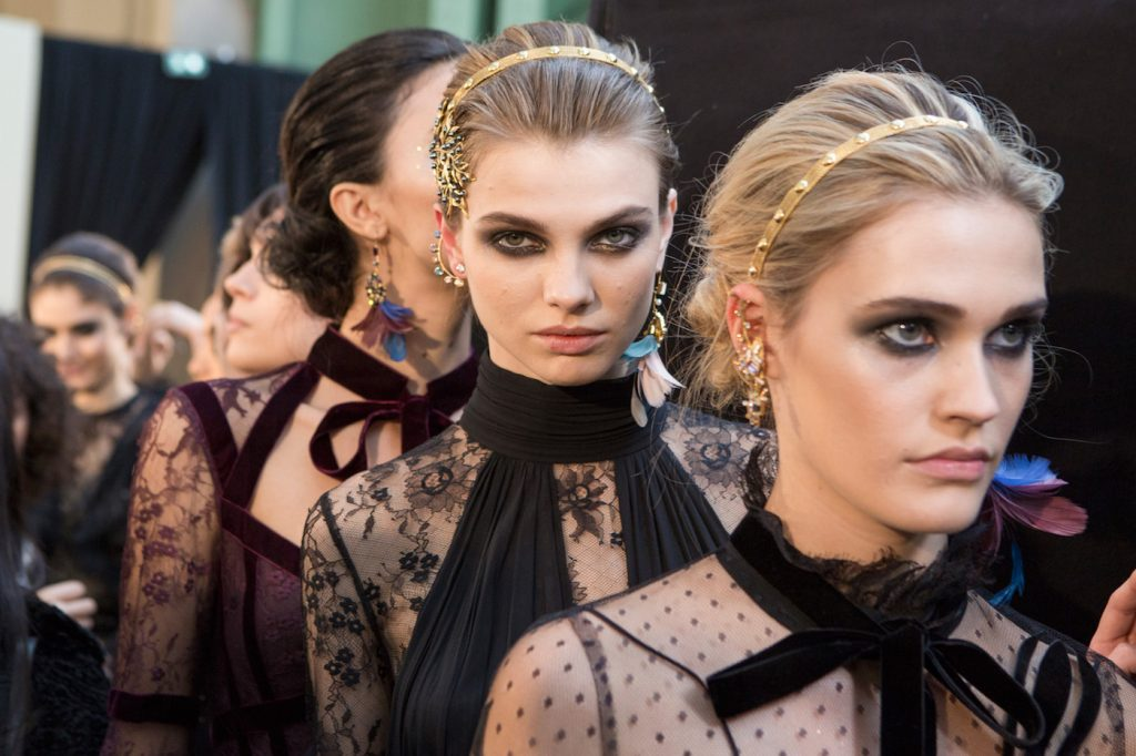 14 of the Prettiest Paris Fashion Week Beauty Looks