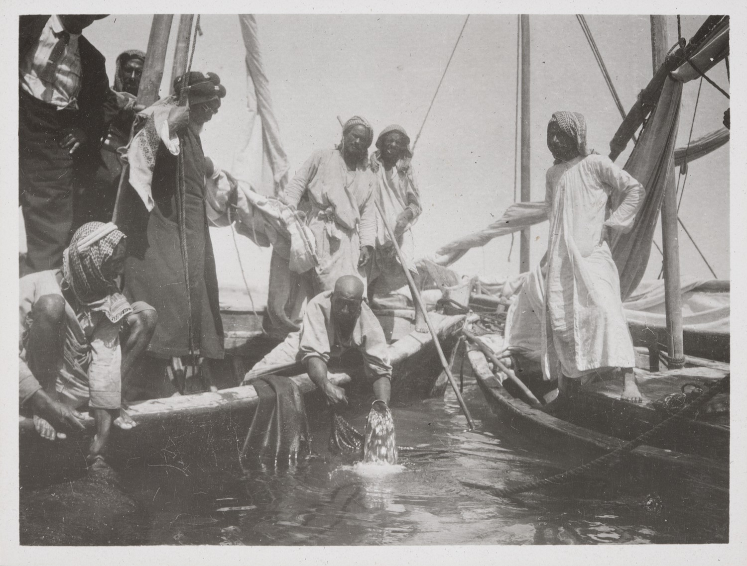 Jacques Cartier documents the techniques of Middle Eastern pearl divers