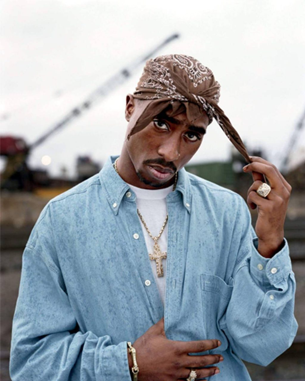 Why Tupac Shakur Ought to Be Your New Accessory Icon