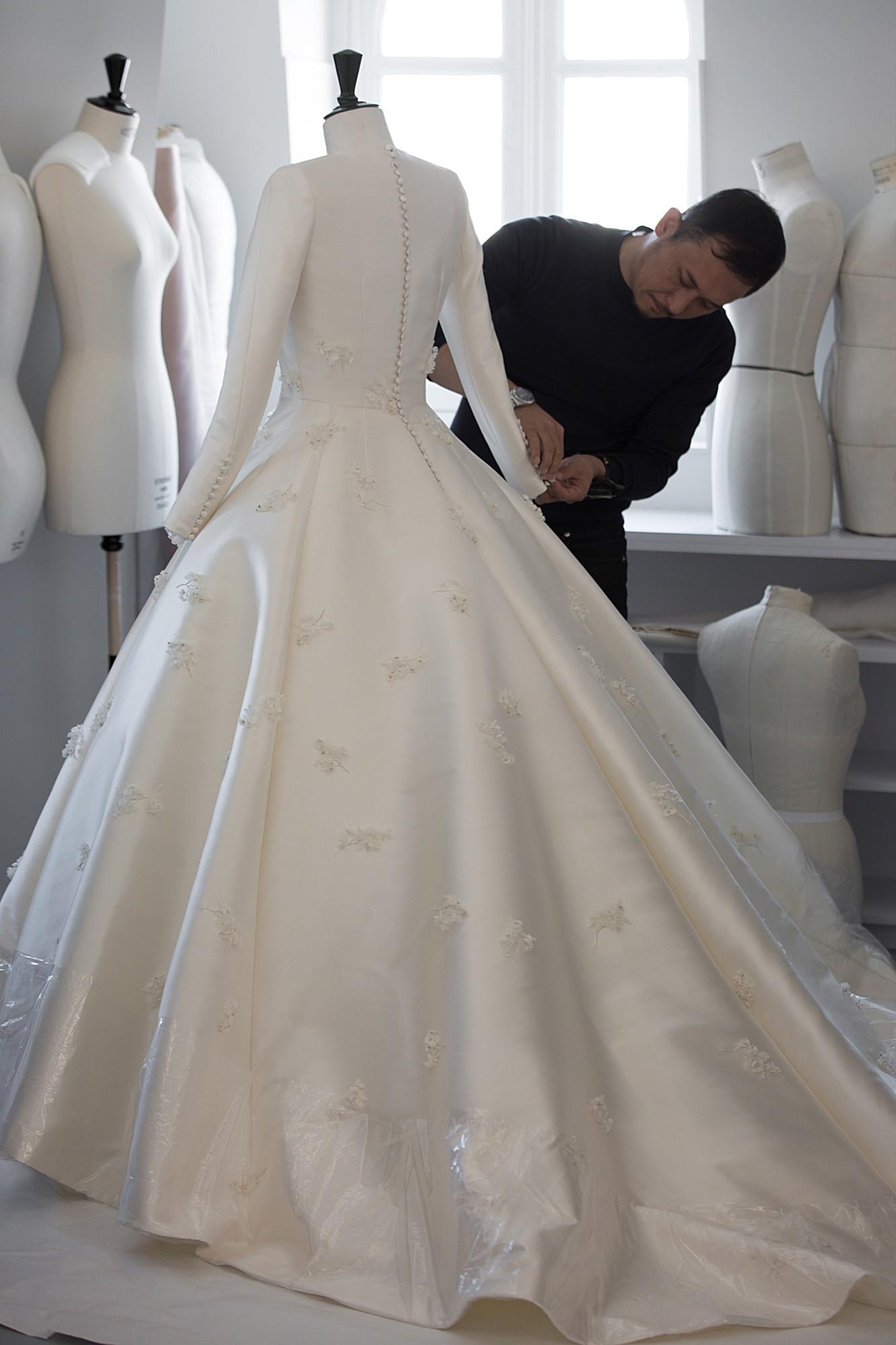 The Making of Miranda Kerr's Dior Wedding Gown - Savoir Flair