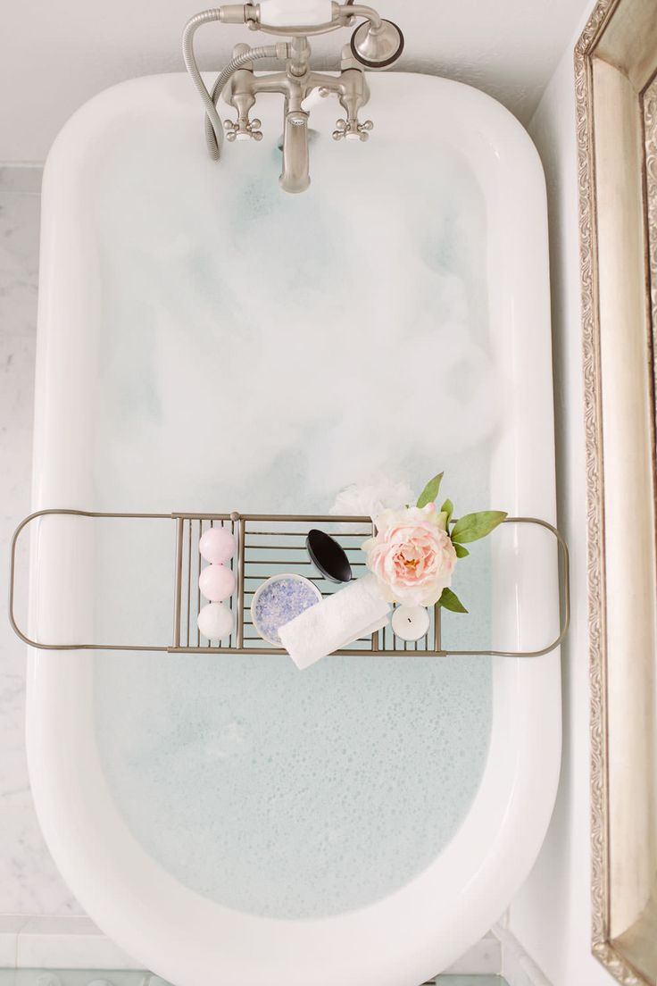 Dash of Darling bathtub