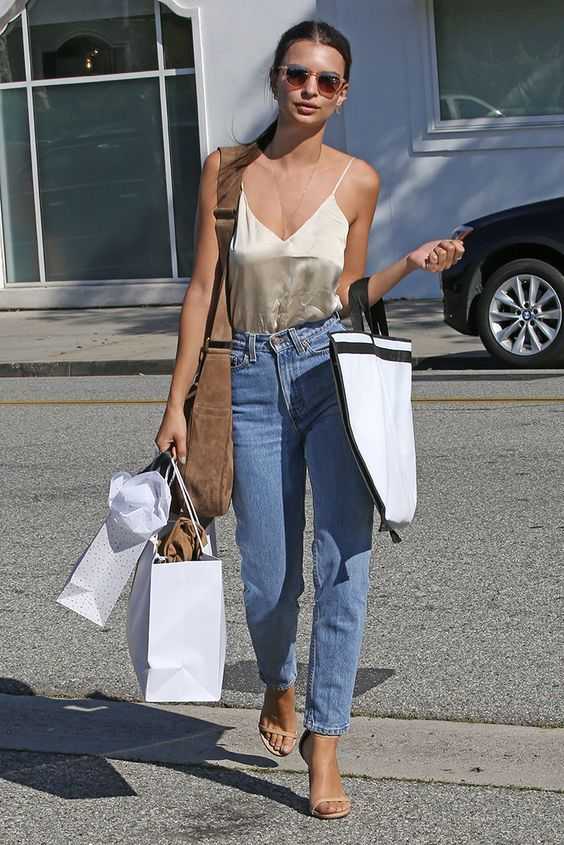 Emily Ratajkowski with shopping bags