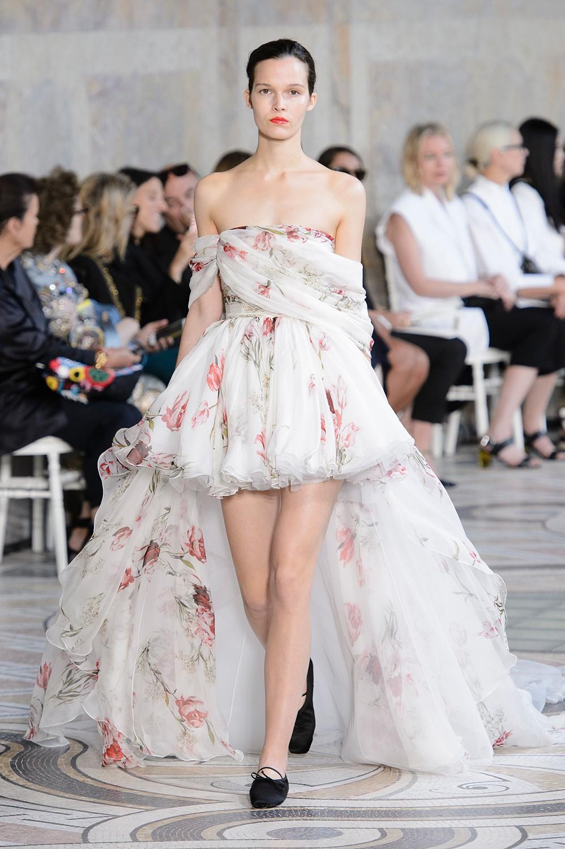 Secret victorias show performers announced, Top gown wedding designers
