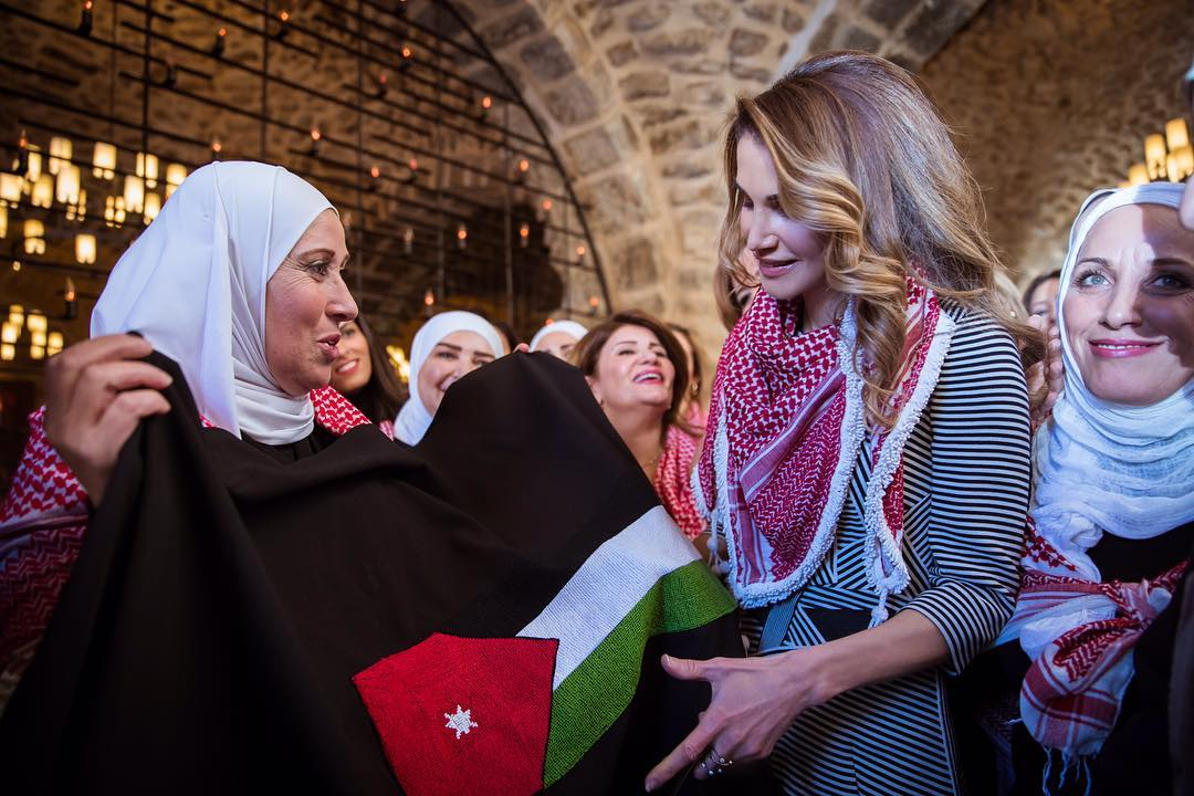 Queen Rania with with the ladies of Sayyidat Nashmiyyat Group