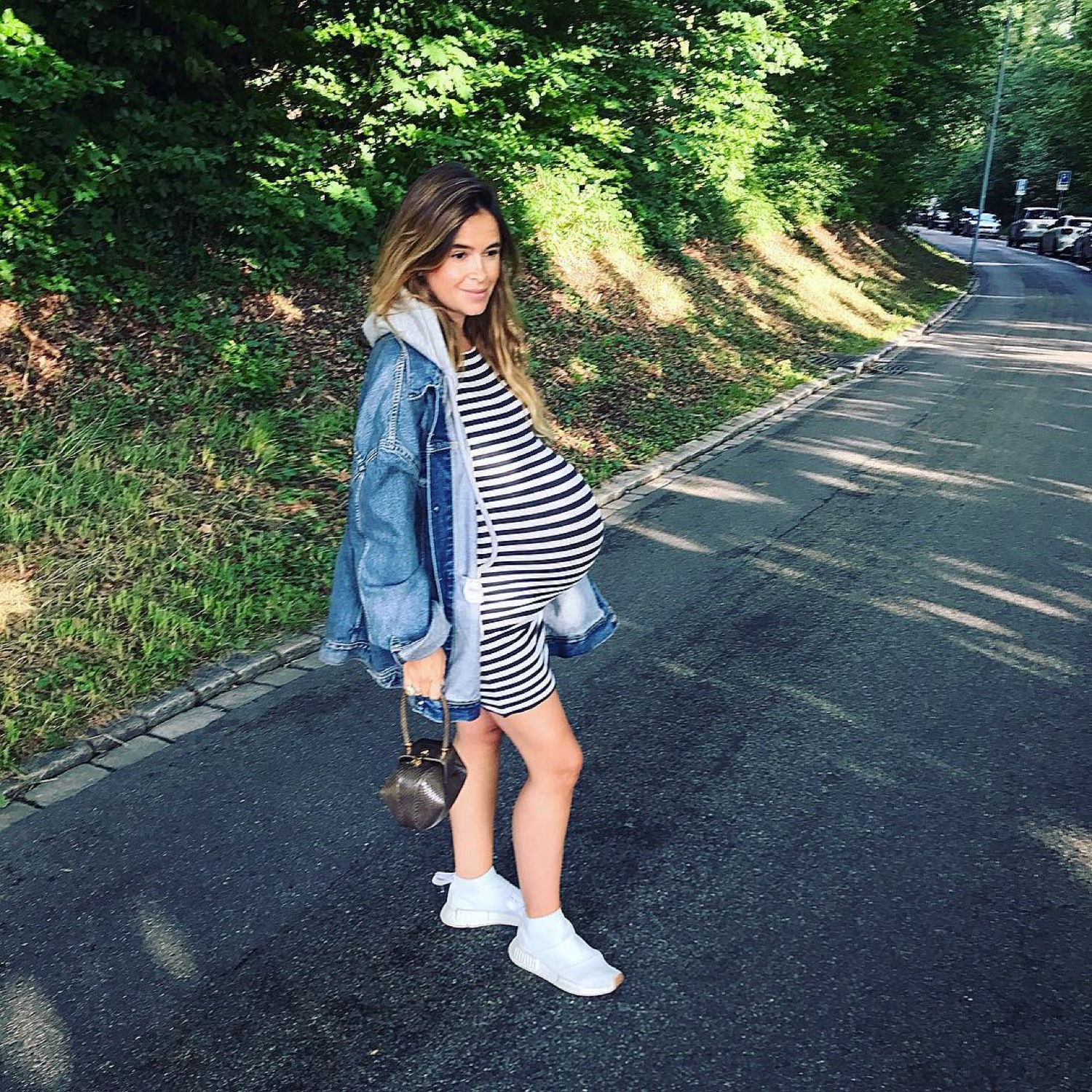 7e84a93bbd 10 Easy Tips for Effortlessly Chic Pregnancy Style - Savoir Flair