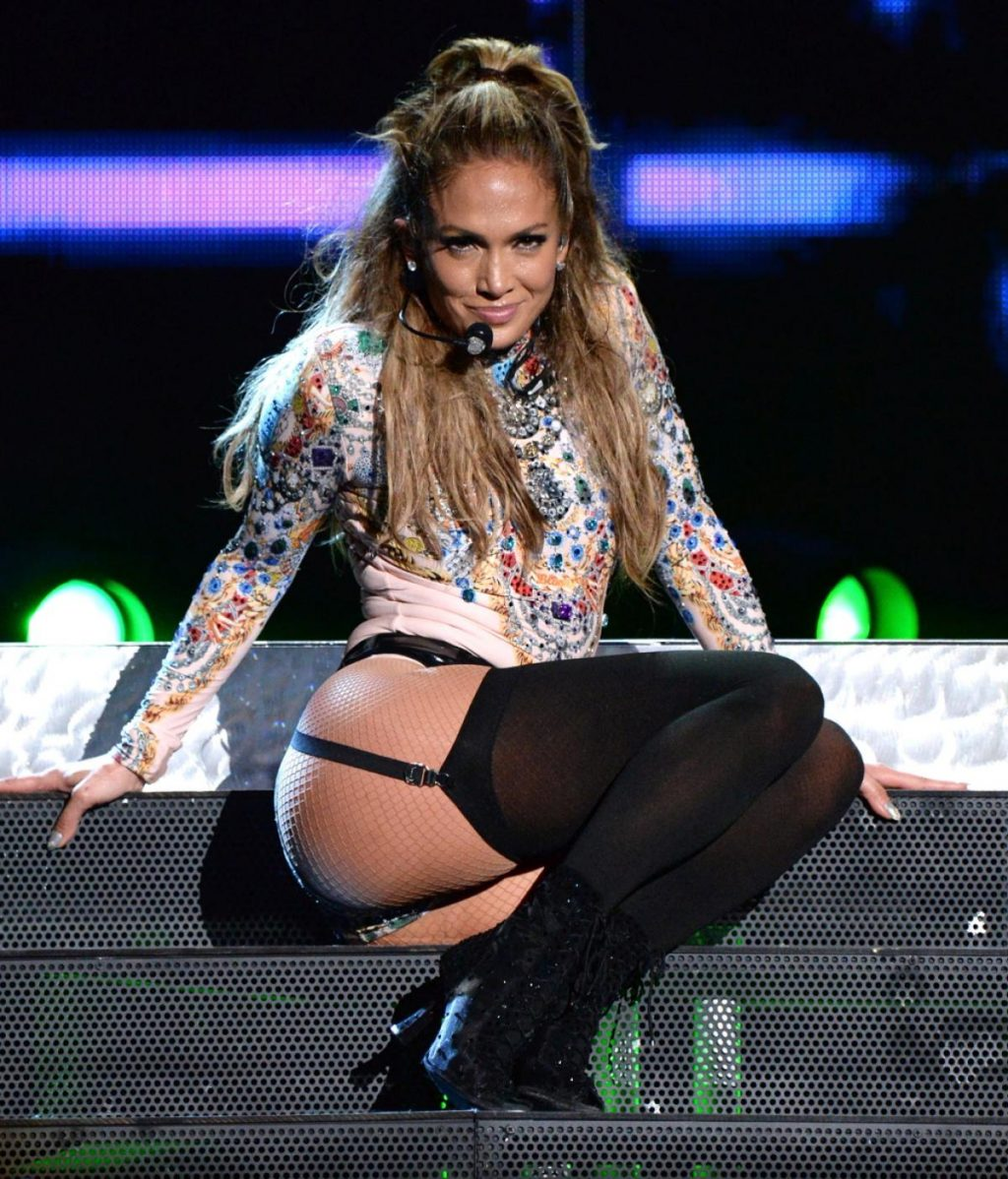 jennifer lopez on stage concert