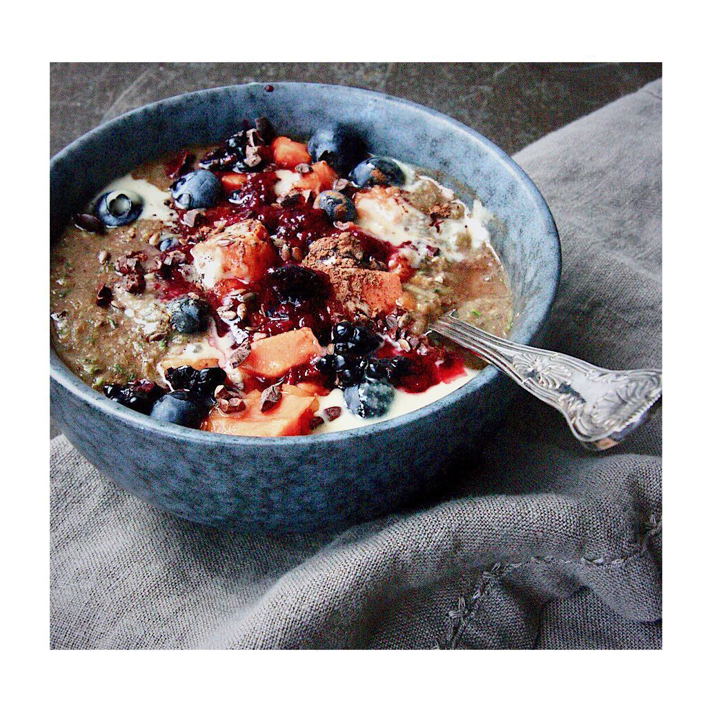 healthy porrdige breakfast berries