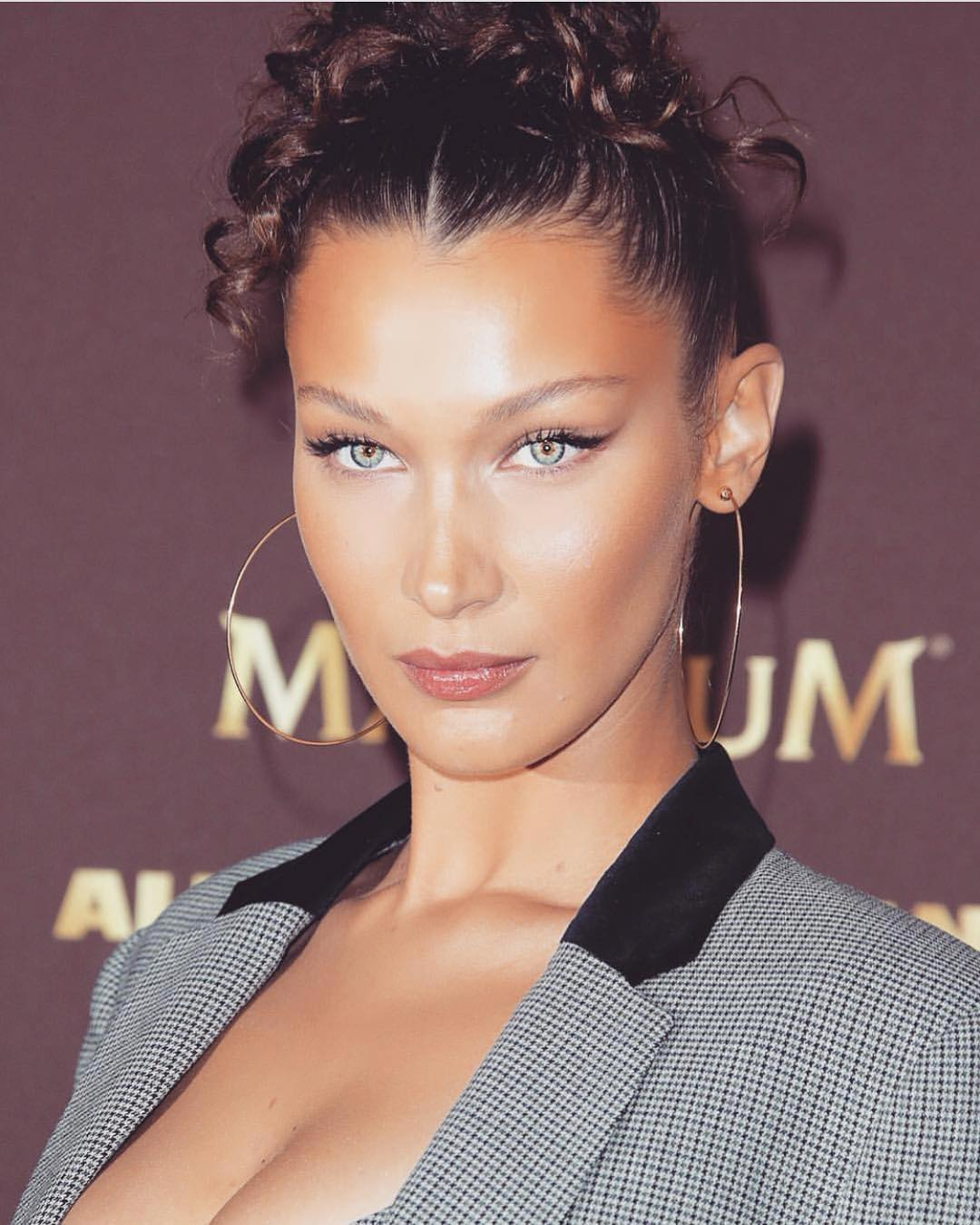 hoop earrings Bella Hadid