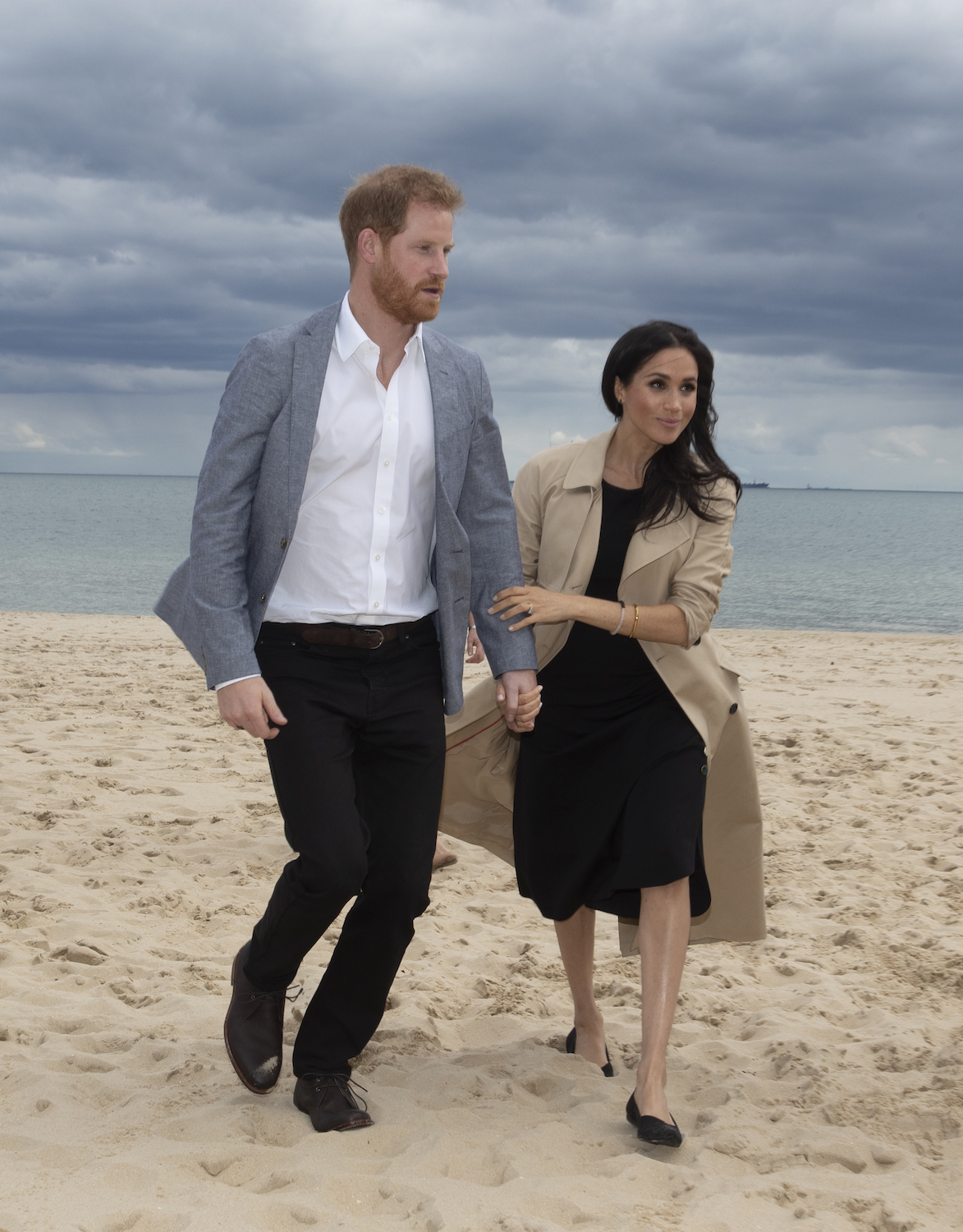 MELBOURNE, AUSTRALIA - OCTOBER 18: Prince Harry, Duke of Sussex and Meghan, Duchess of Sussex arrive at South Melbourne Beach on October 18, 2018 in Melbourne, Australia. BeachPatrol is a network of volunteers who are passionate about keeping Melbourne's beaches and foreshores clear of litter to reduce the negative impact of litter on the marine environment and food chain, and provide a safe environment for the public to enjoy their local beach.The Duke and Duchess of Sussex are on their official 16-day Autumn tour visiting cities in Australia, Fiji, Tonga and New Zealand. (Photo by Ian Vogler - Pool/Getty Images)