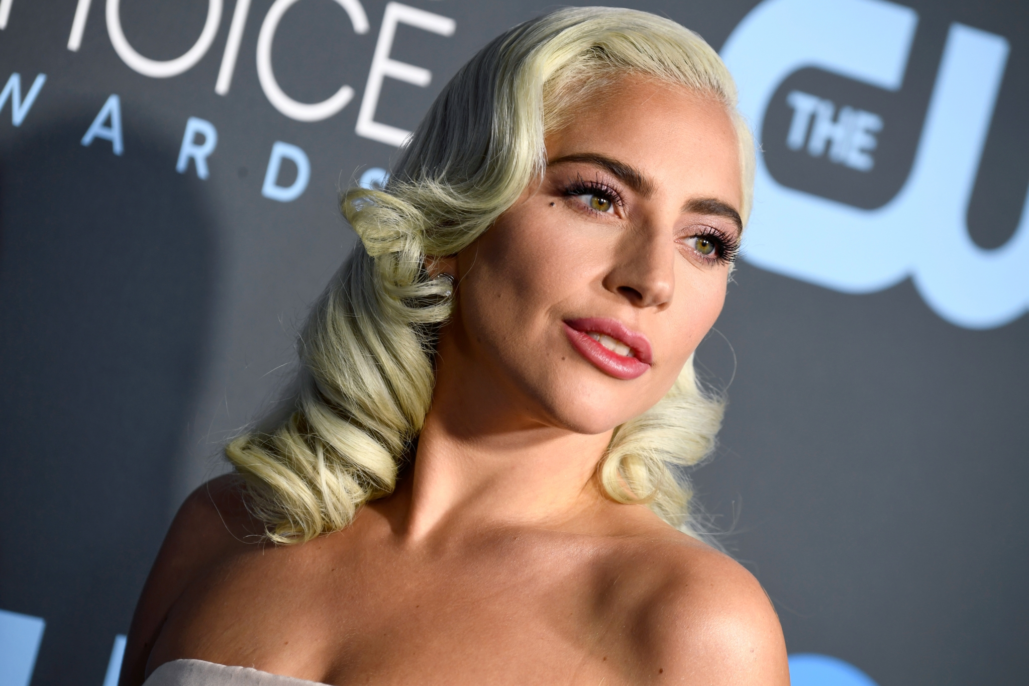 2019 critics choice awards beauty lady gaga