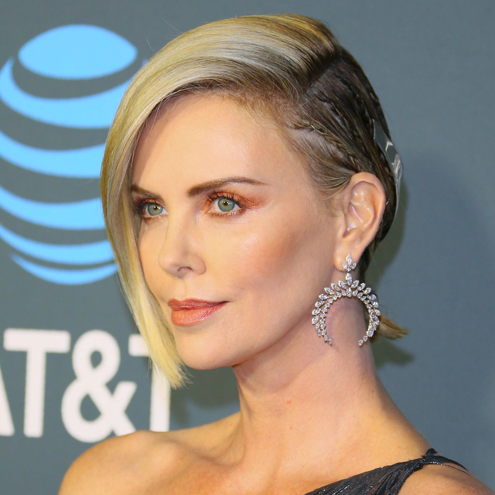 critics choice awards beauty charlize theron