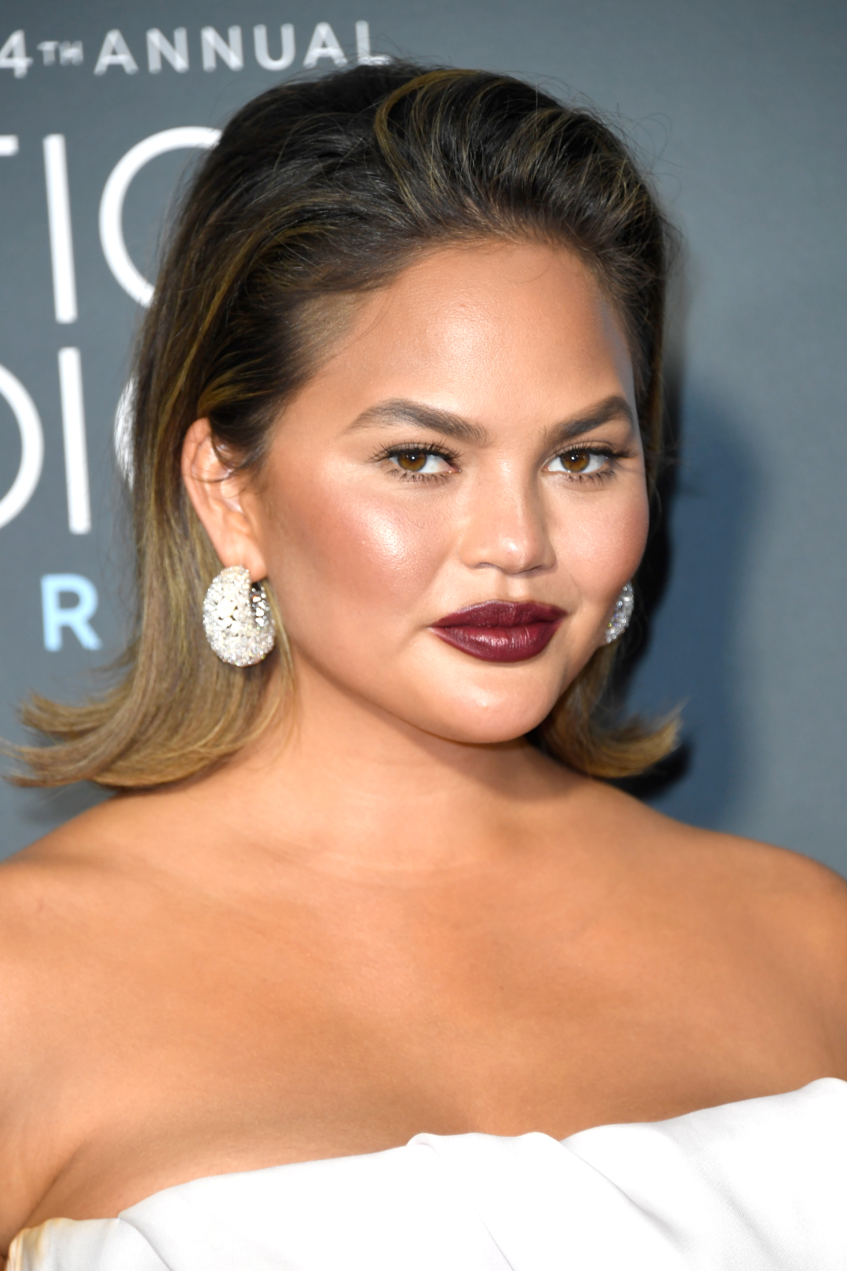 critics choice awards beauty chrissy teigen