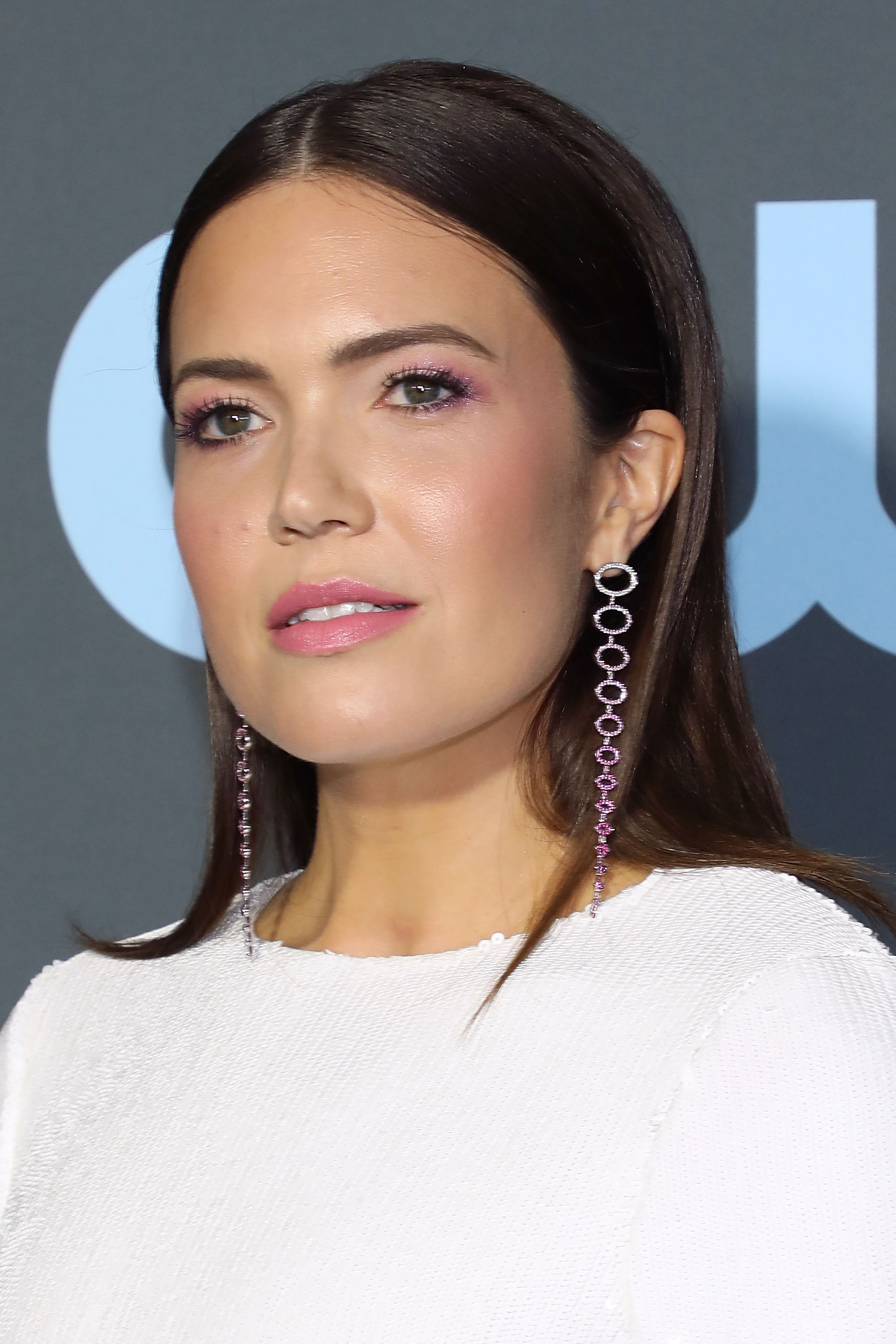 critics choice awards beauty mandy moore