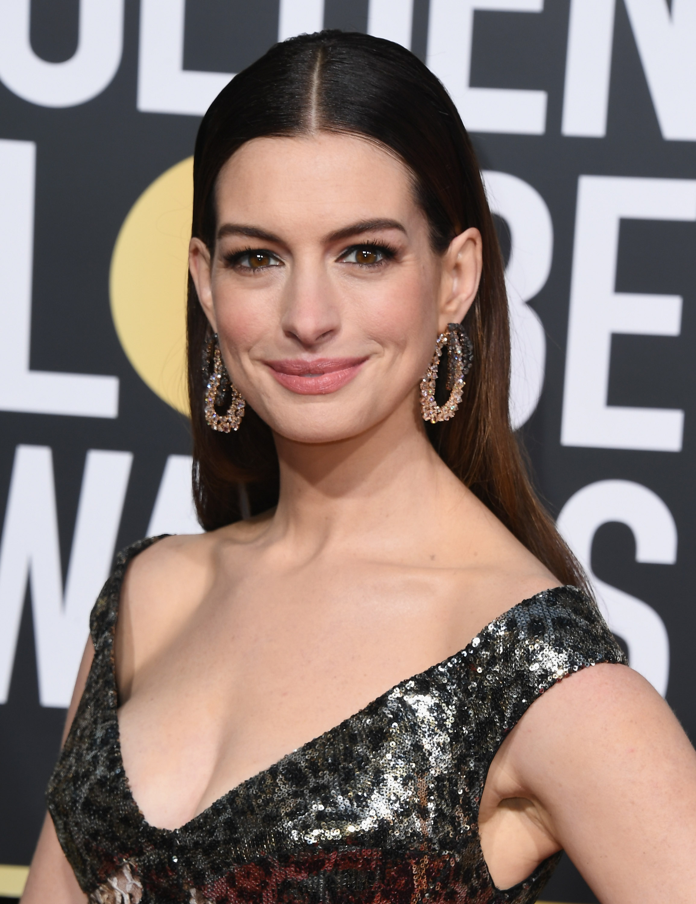 golden globes 2019 beauty anne hathaway