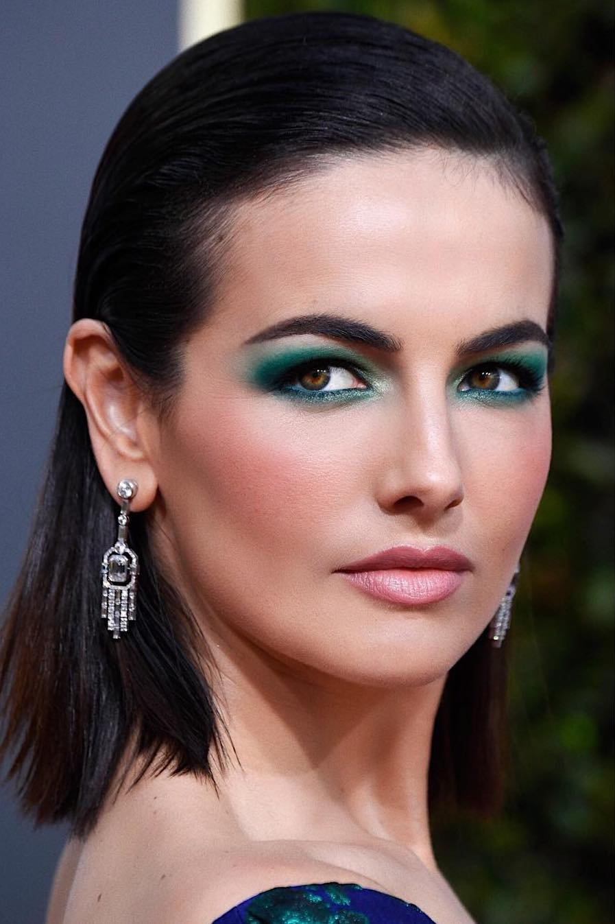 golden globes 2019 beauty camilla belle - @hungvanngo