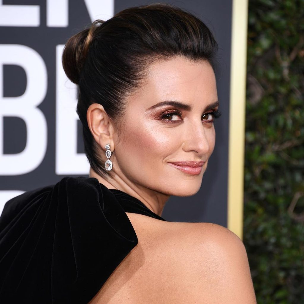Simple Pouts, Slick Topknots, and More Beauty Looks from the Golden Globes