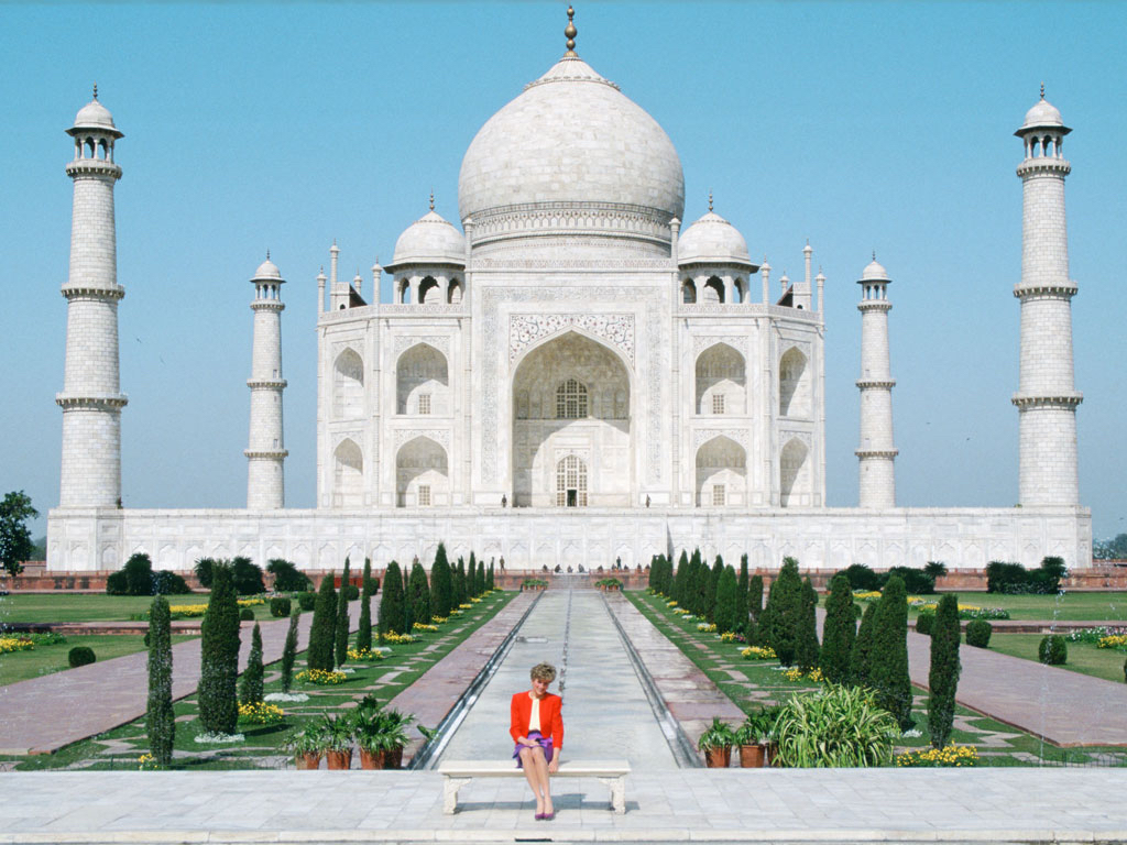 DIANA AT TAJ MAHAL 2.JPG