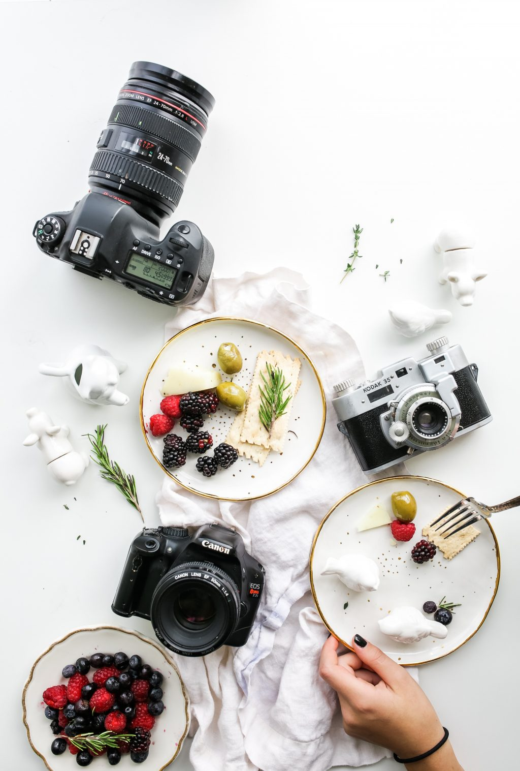food photography brooke lark 158027-unsplash