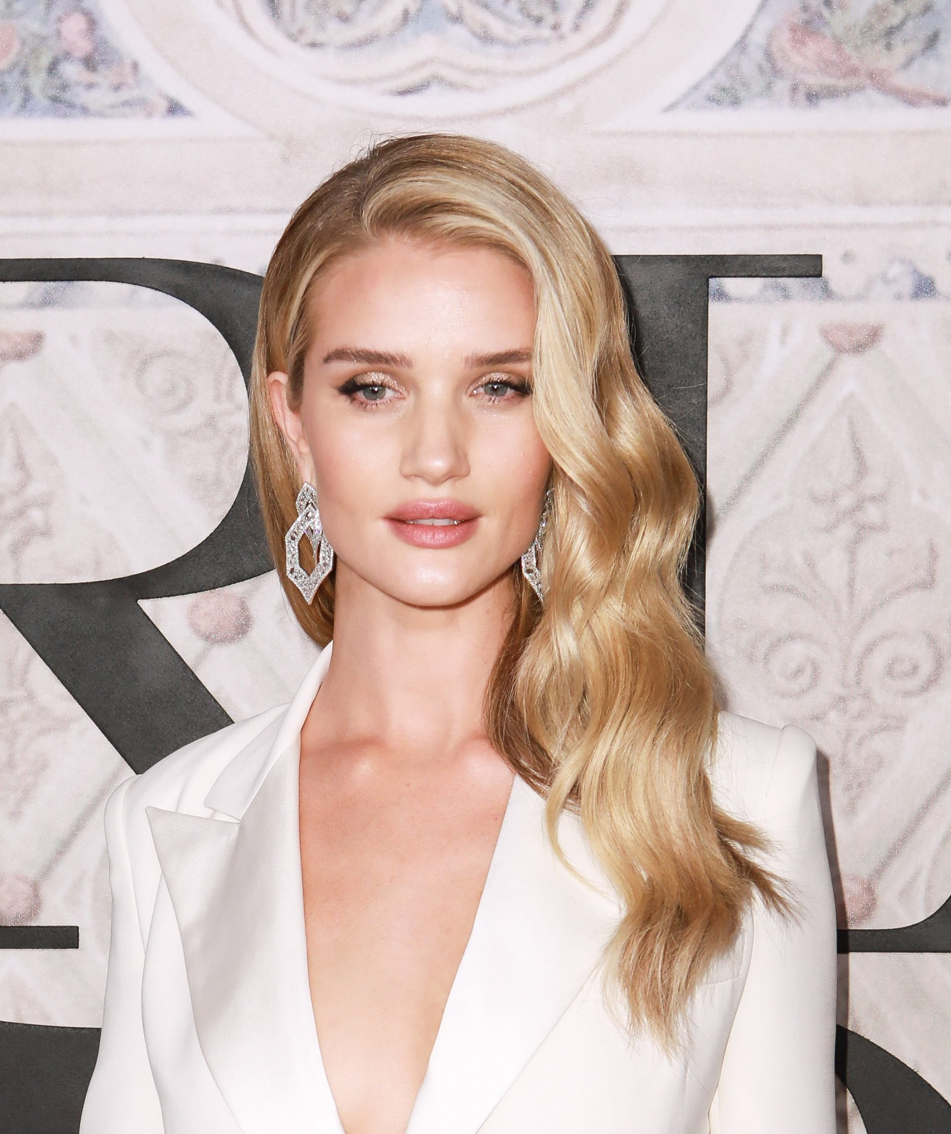 rosie huntington-whiteley wavy hair tool