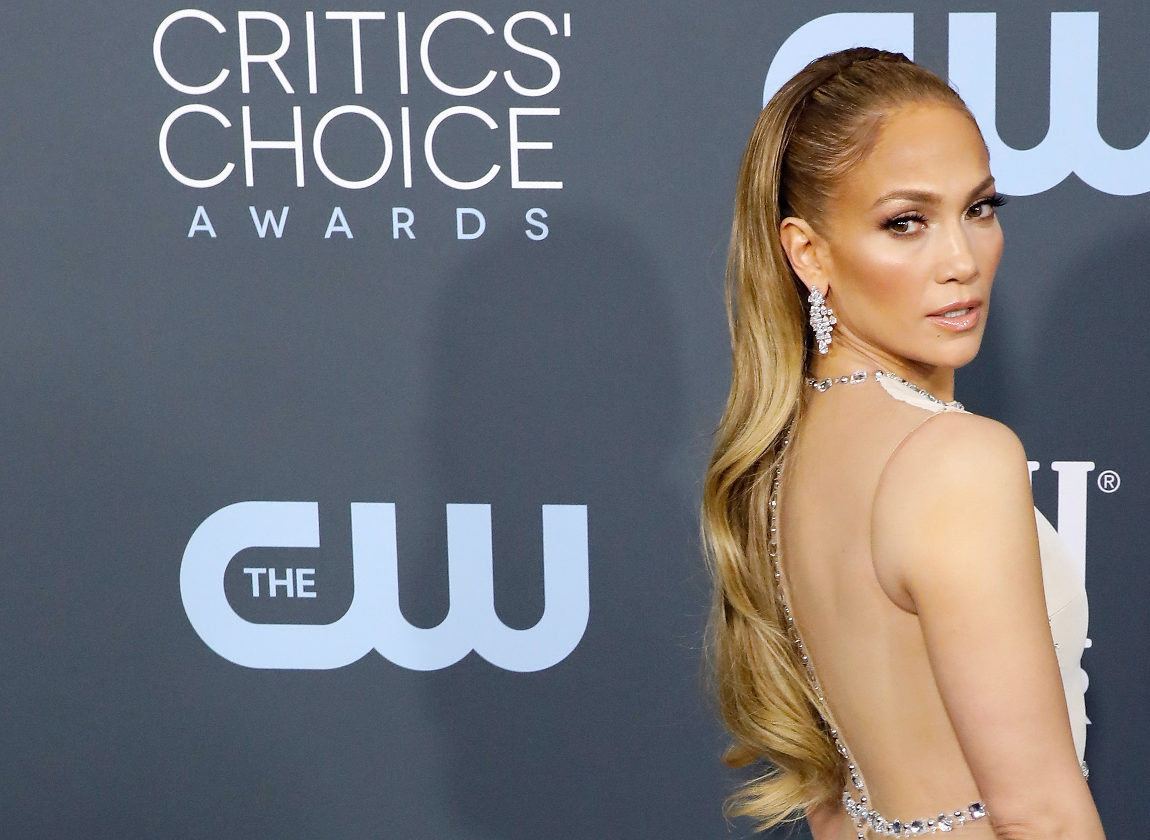 jennifer lopez critics choice awards 2020 beauty