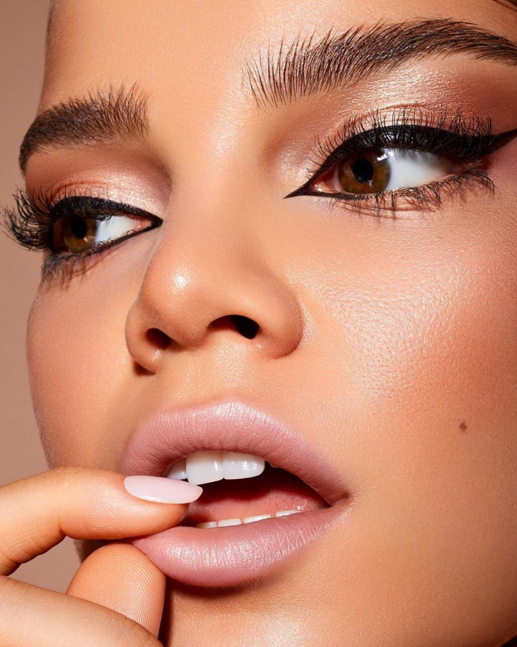 Lipstick Effect, We Know – But What on Earth Is Eyeliner Effect?